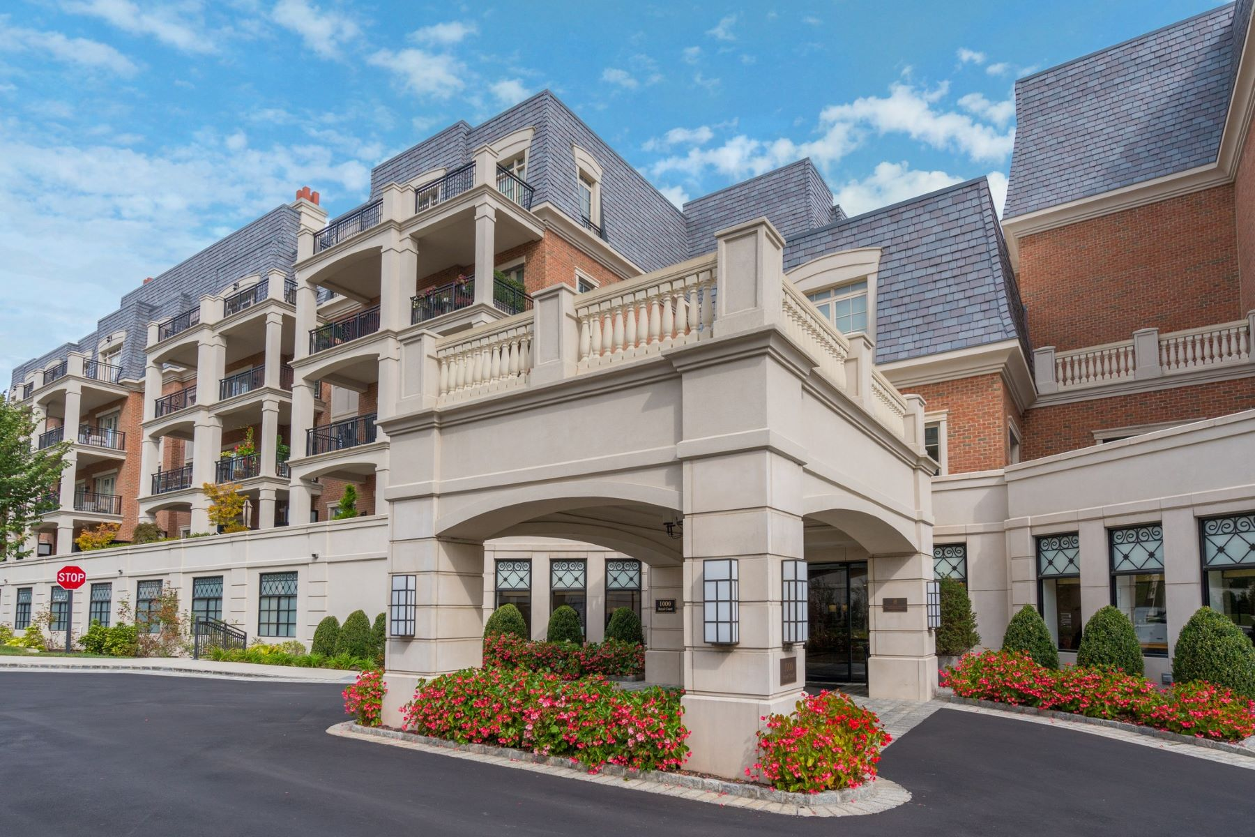 Condominiums for Active at North Hills 1000 Royal Ct , 1107 North Hills, New York 11040 United States