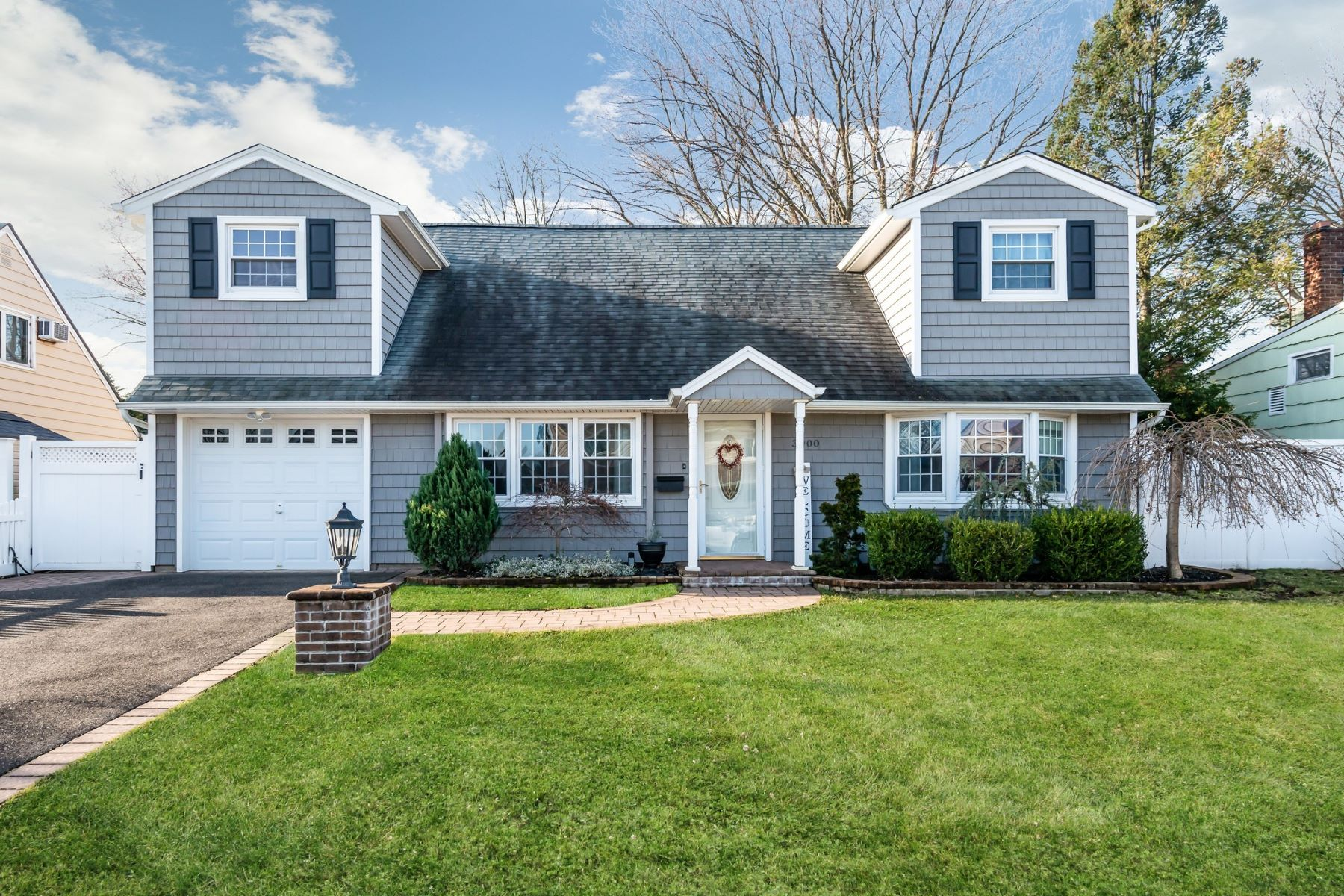 Single Family Homes for Active at Bethpage 3900 Avoca Avenue Bethpage, New York 11714 United States