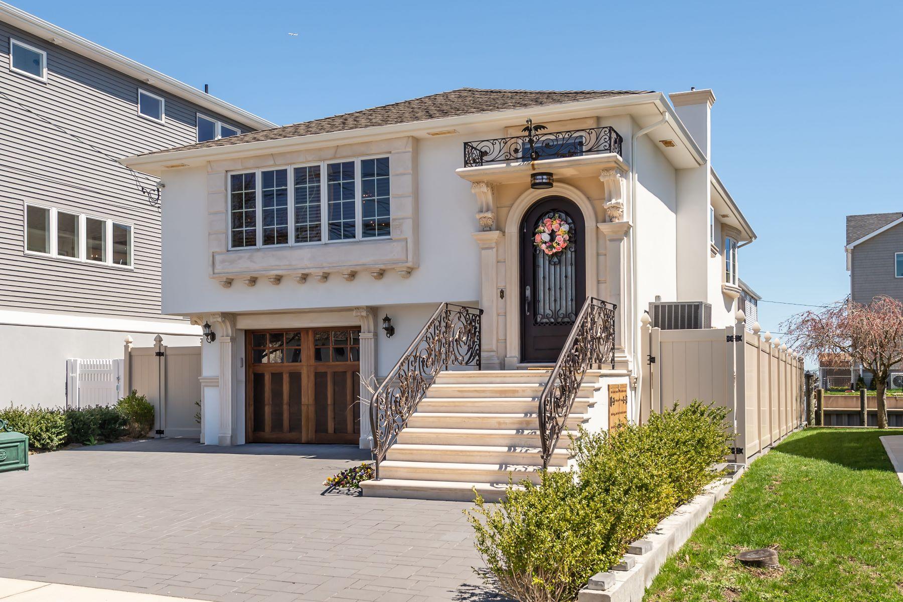 Single Family Homes för Försäljning vid Babylon 121 S Bay Dr, Babylon, New York 11702 Förenta staterna