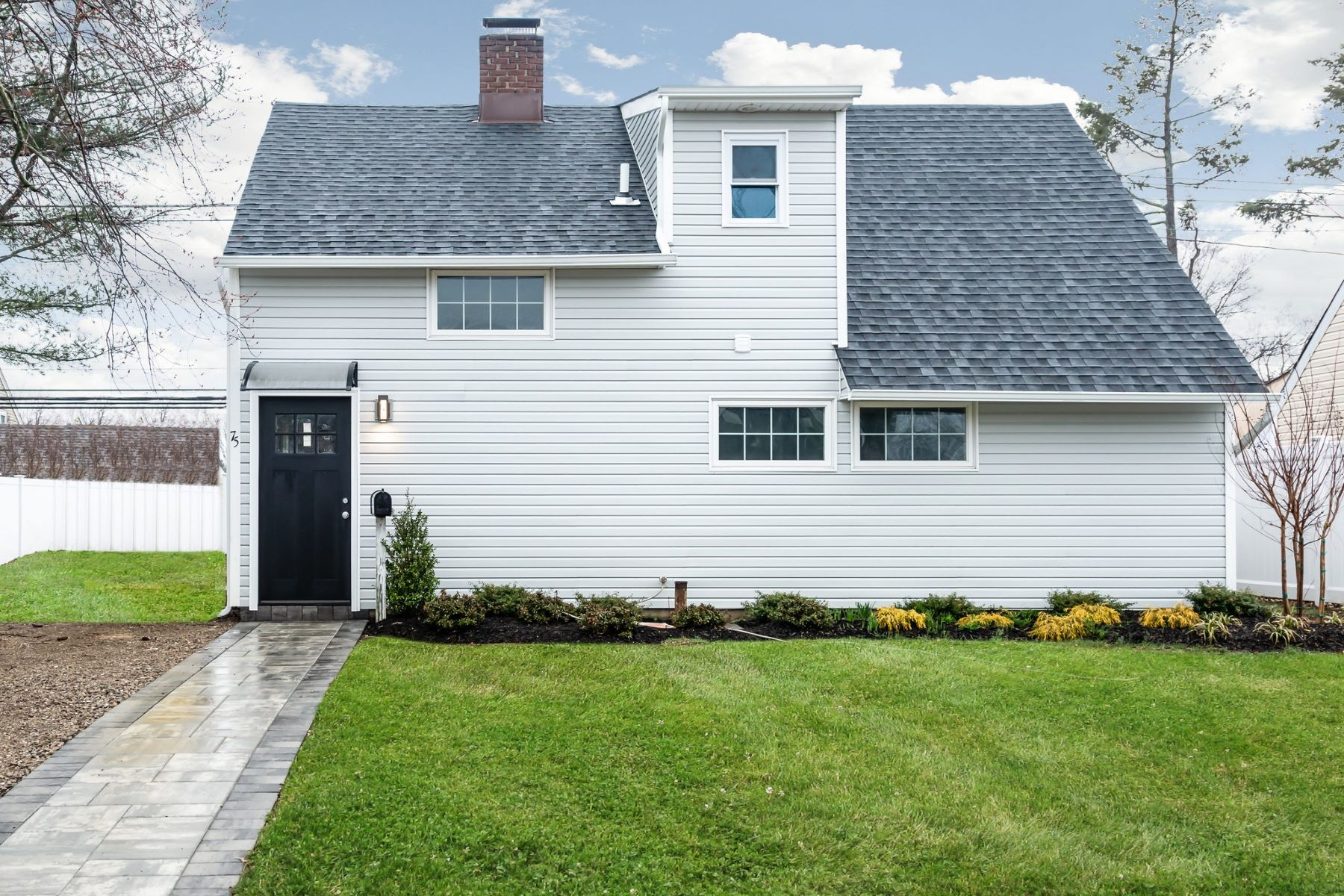 Single Family Homes for Sale at Levittown 75 Flamingo Rd. Levittown, New York 11756 United States