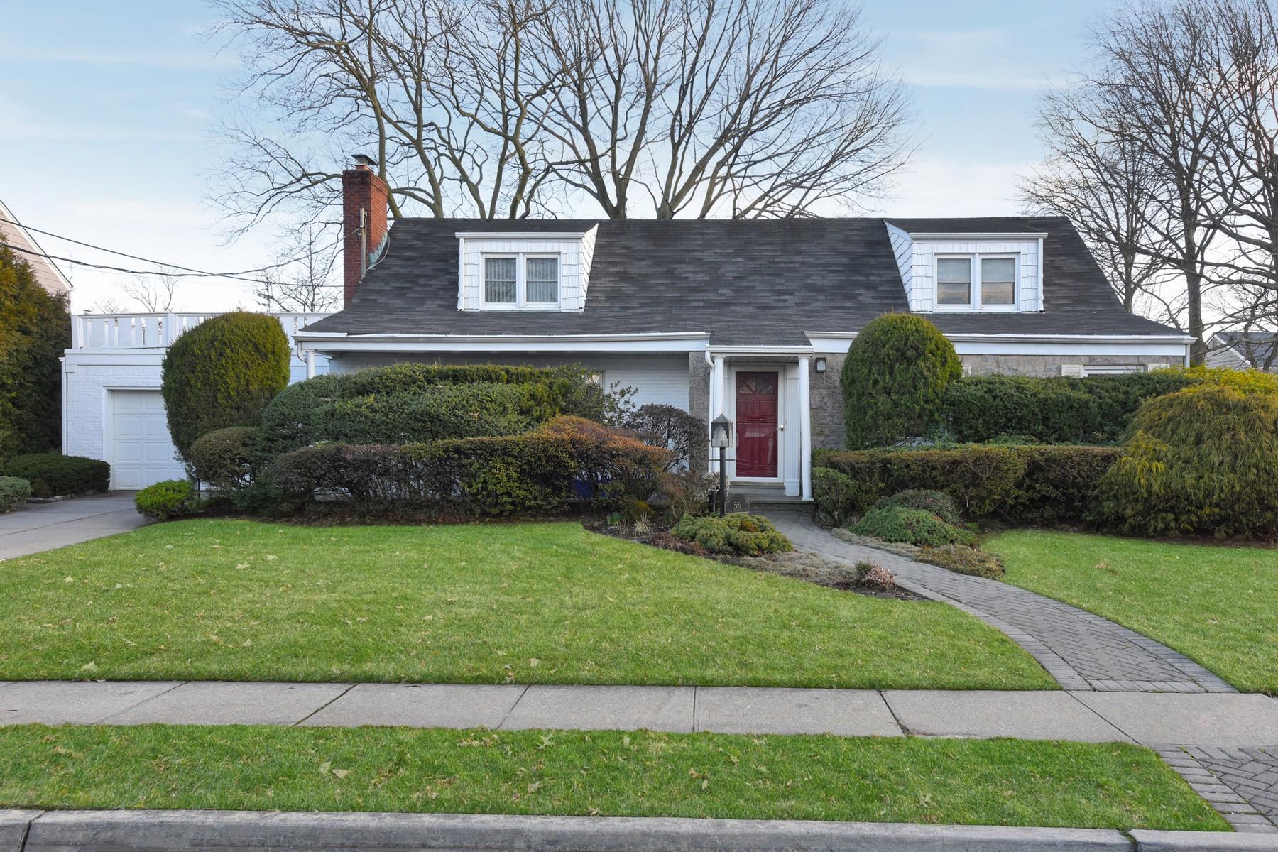 Single Family Homes por un Venta en Rockville Centre 56 Voorhis Avenue Rockville Centre, Nueva York 11570 Estados Unidos