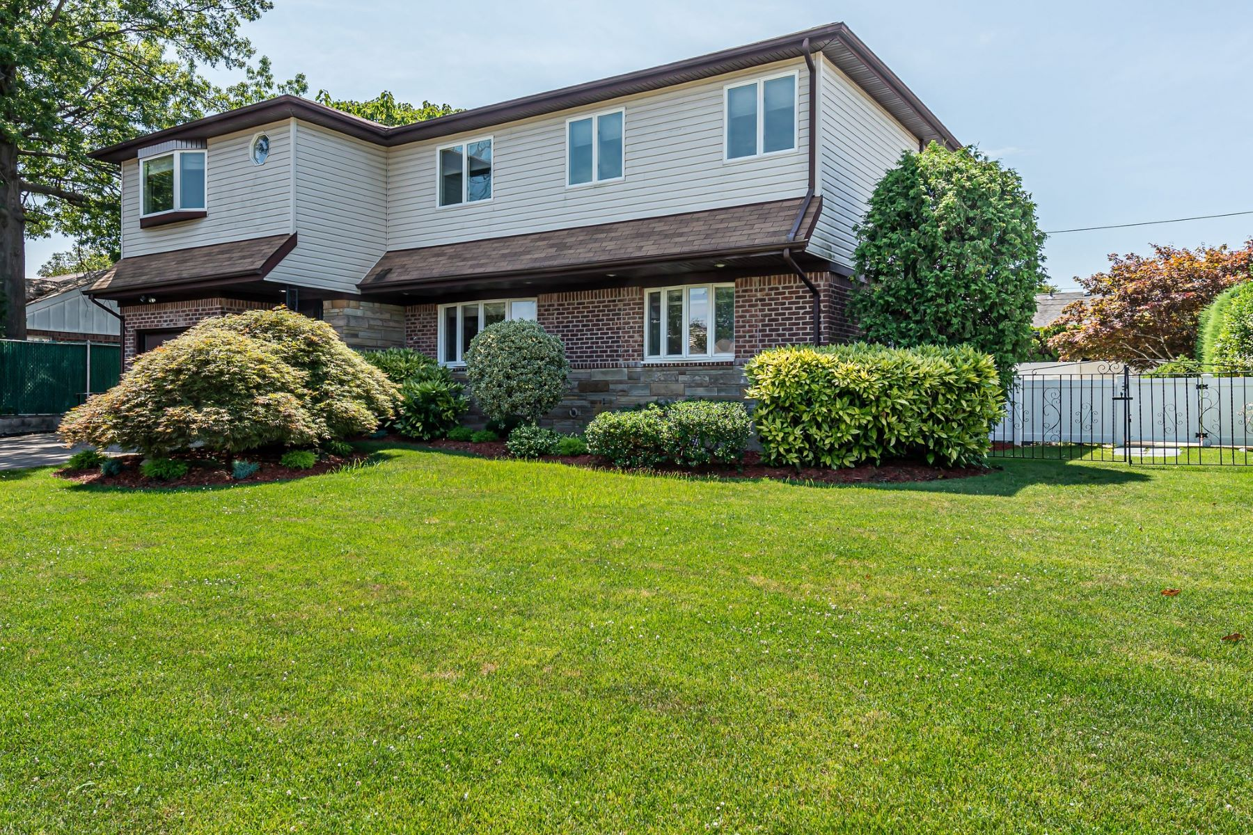 Single Family Homes for Sale at New Hyde Park 130 Elm Ln New Hyde Park, New York 11040 United States