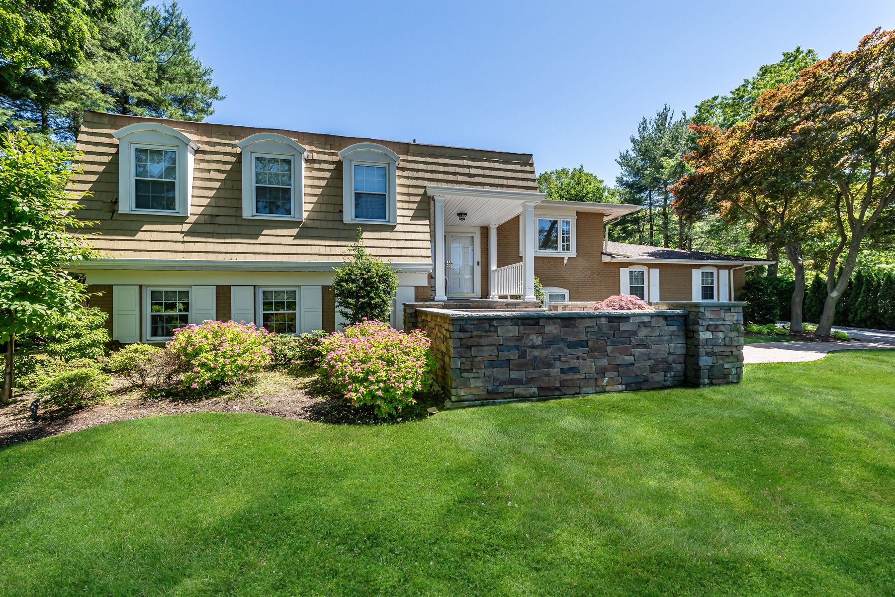 Single Family Homes for Active at Woodbury 151 Bristol Dr Woodbury, New York 11797 United States