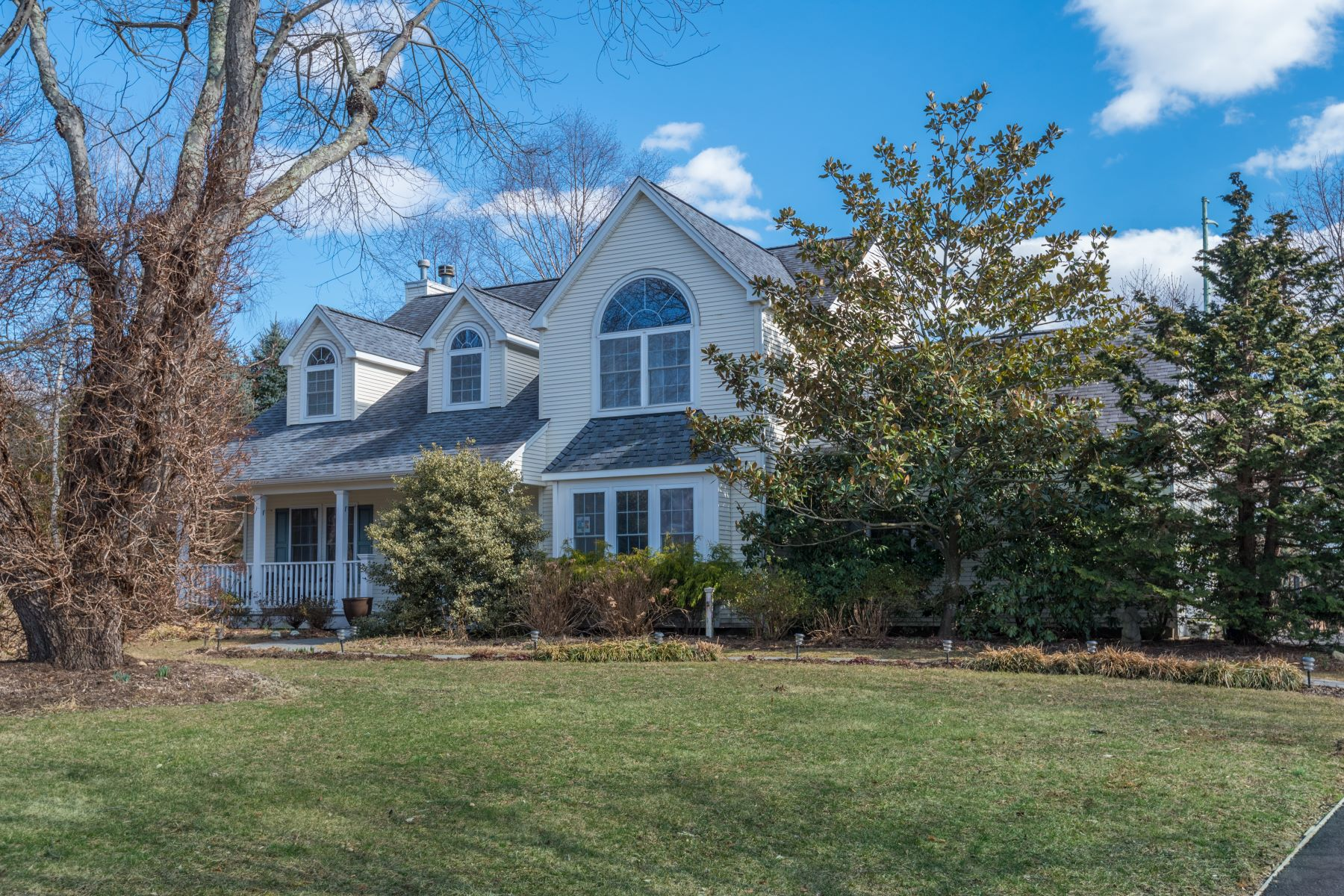 Single Family Homes for Active at Greenlawn 8 Harborfields Ct Greenlawn, New York 11740 United States