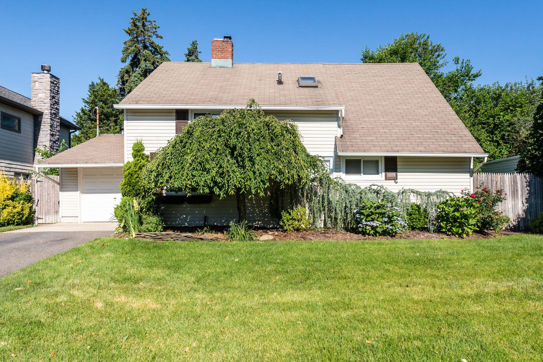 Single Family Homes för Försäljning vid Westbury 40 Middle Ln, Westbury, New York 11590 Förenta staterna