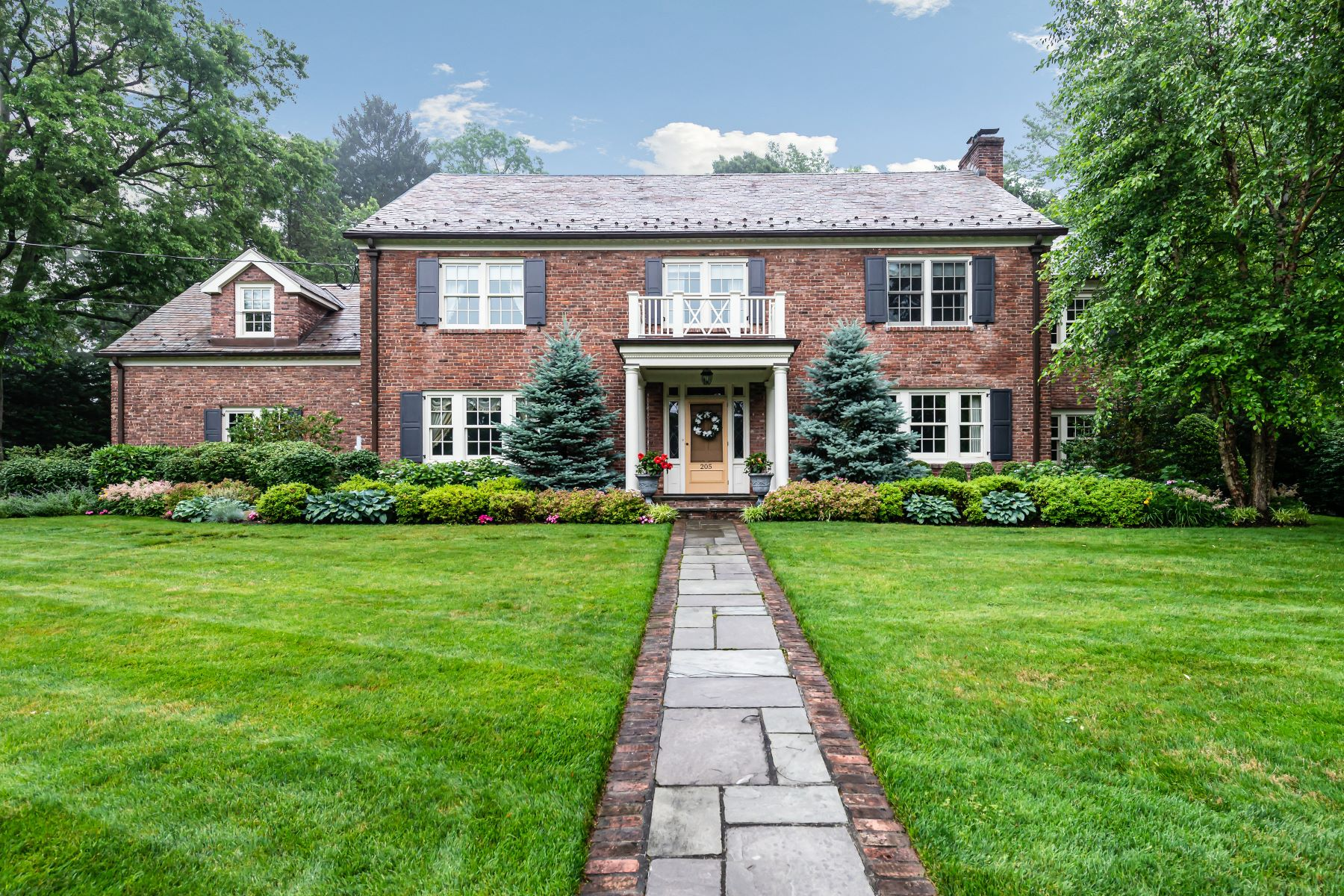 Single Family Homes for Active at Manhasset 205 Circle Dr Manhasset, New York 11030 United States