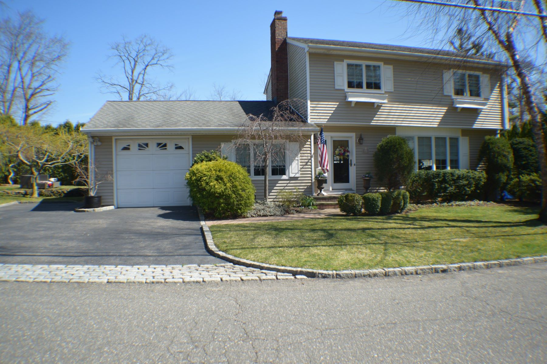 Single Family Homes for Sale at Bayville 1 Hilltop Dr Bayville, New York 11709 United States