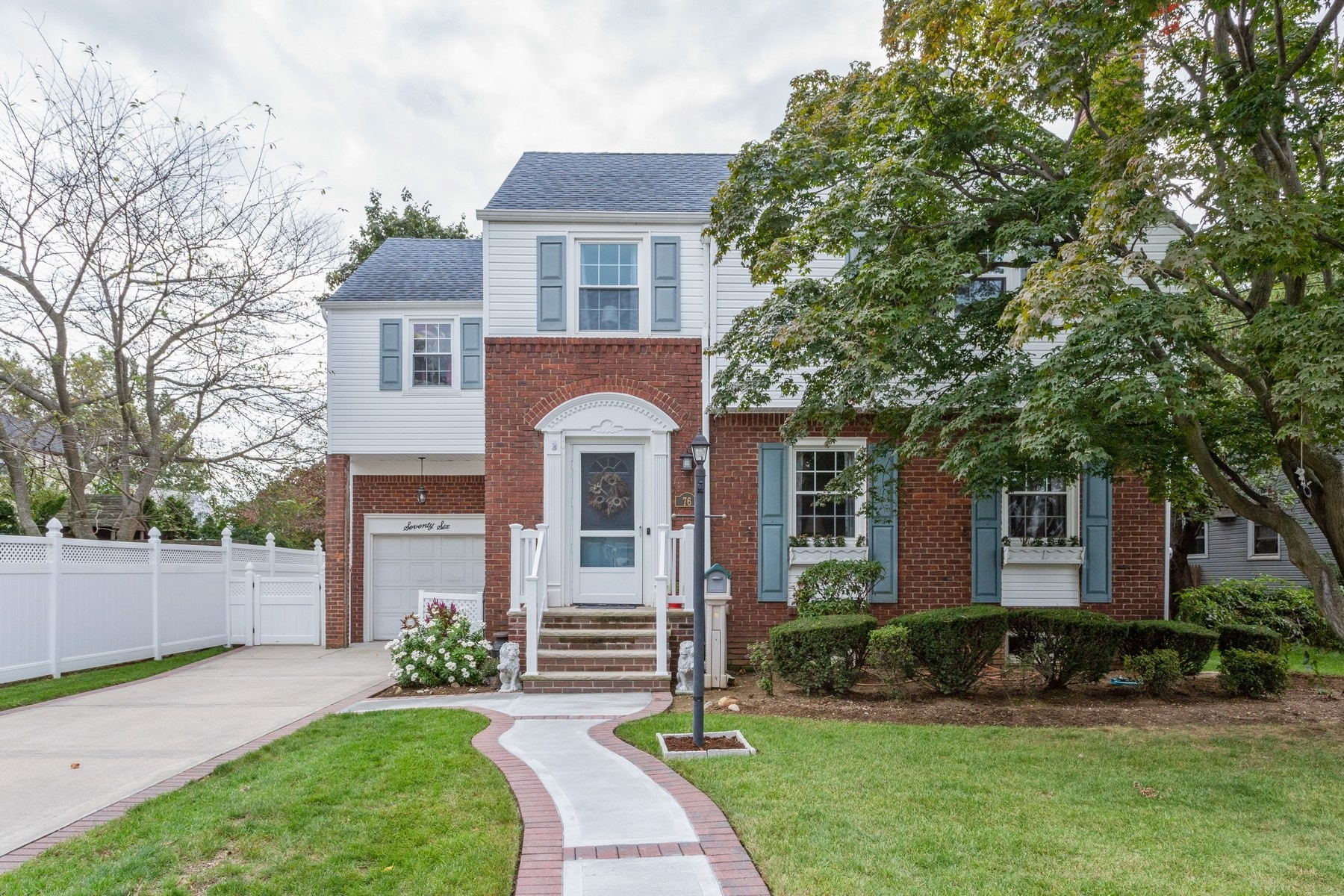 Single Family Homes for Sale at Lynbrook 76 Hart St Lynbrook, New York 11563 United States