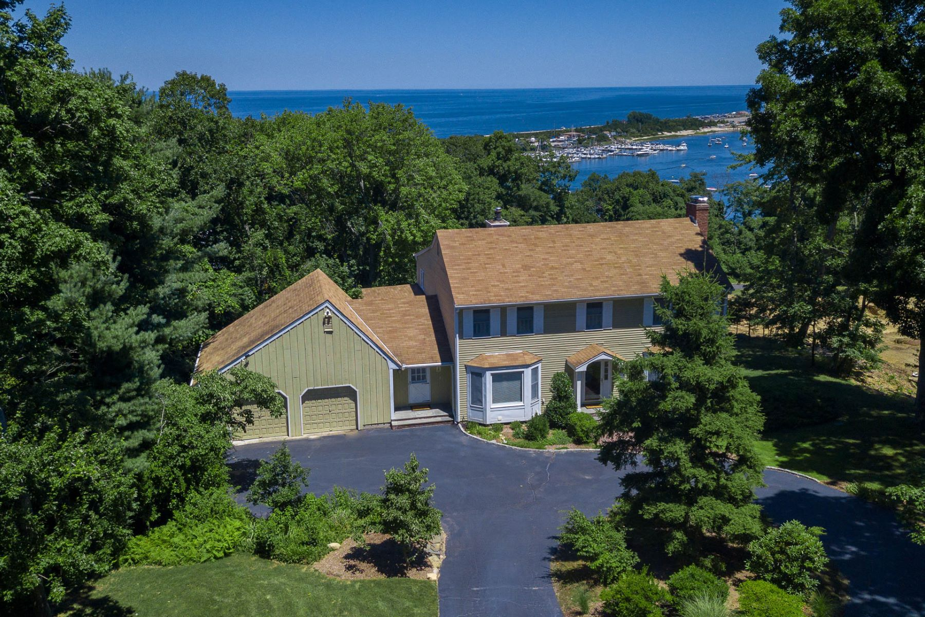 Single Family Homes 為 出售 在 Port Jefferson 9 Stern Dr, Port Jefferson, 纽约 11777 美國