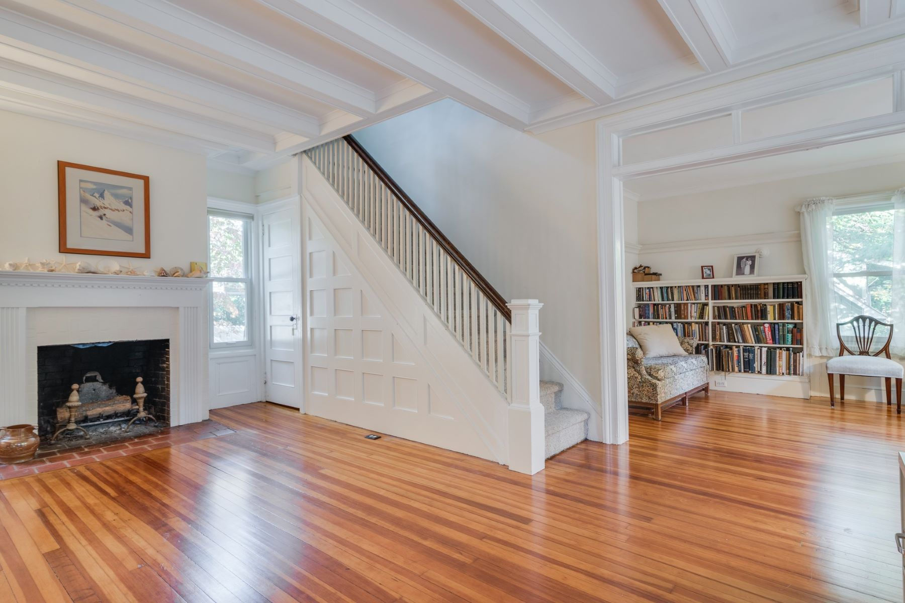 Single Family Homes for Sale at Mill Neck 399 Oyster Bay Rd Mill Neck, New York 11765 United States