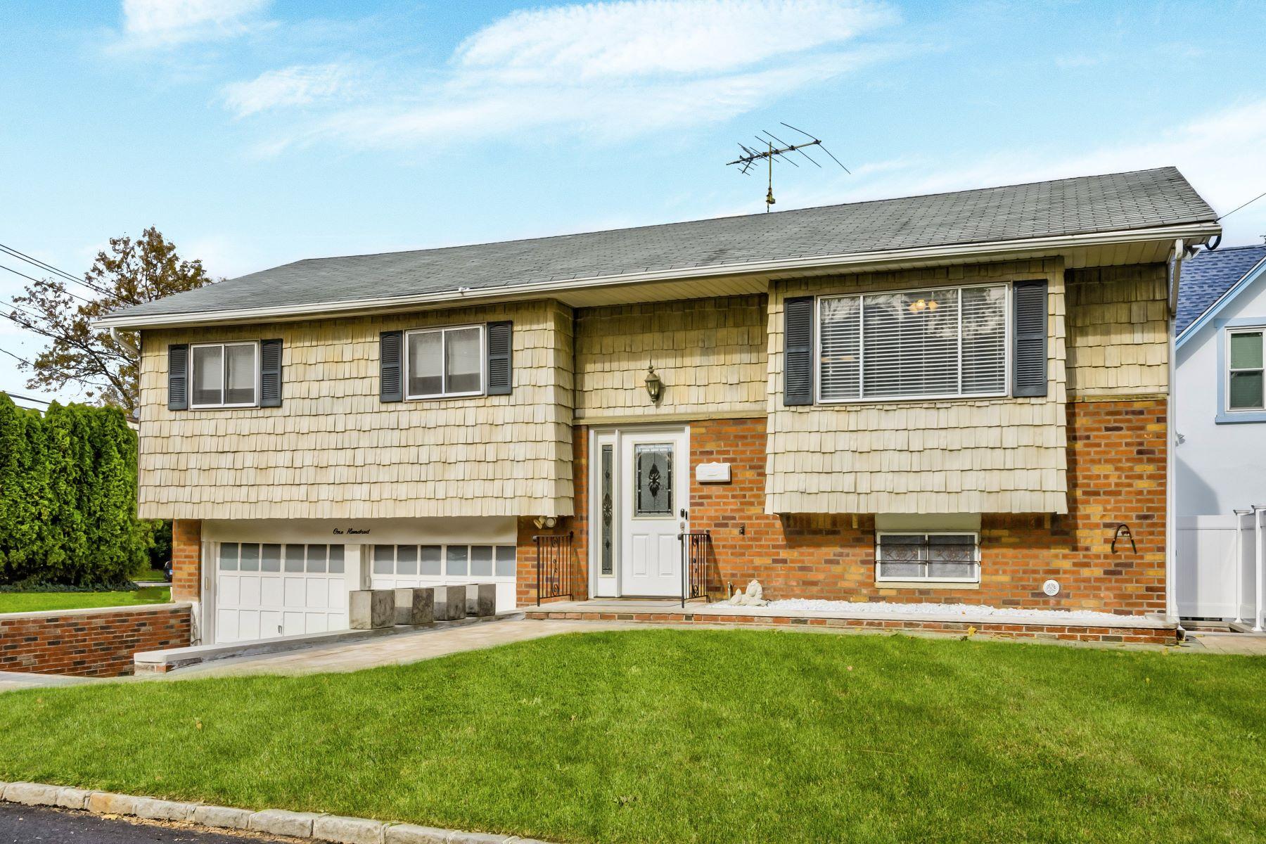 Single Family Homes für Verkauf beim Albertson 100 Sampson Ave, Albertson, New York 11507 Vereinigte Staaten