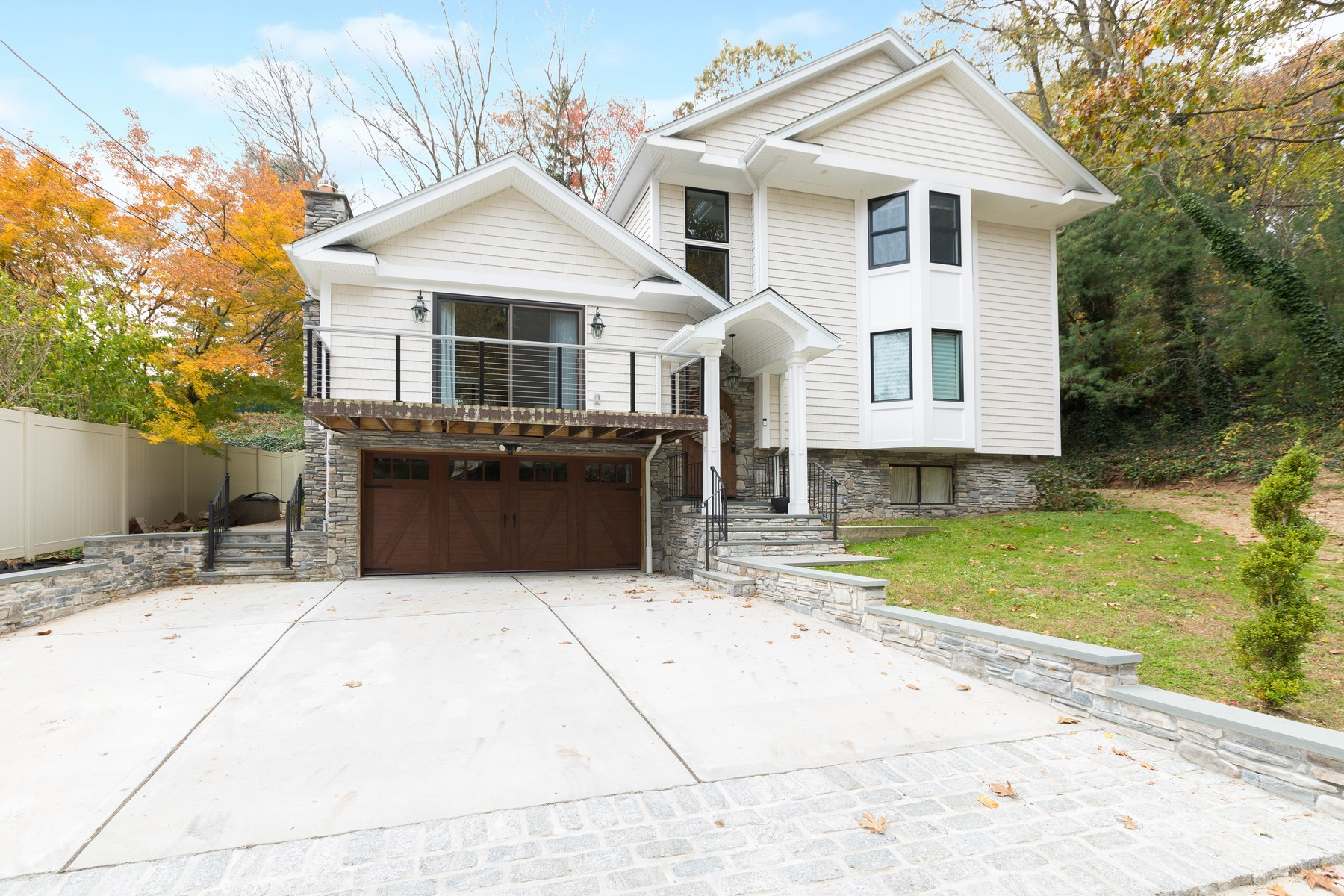 Single Family Homes for Sale at Oyster Bay 37 Ski Lane Oyster Bay, New York 11771 United States