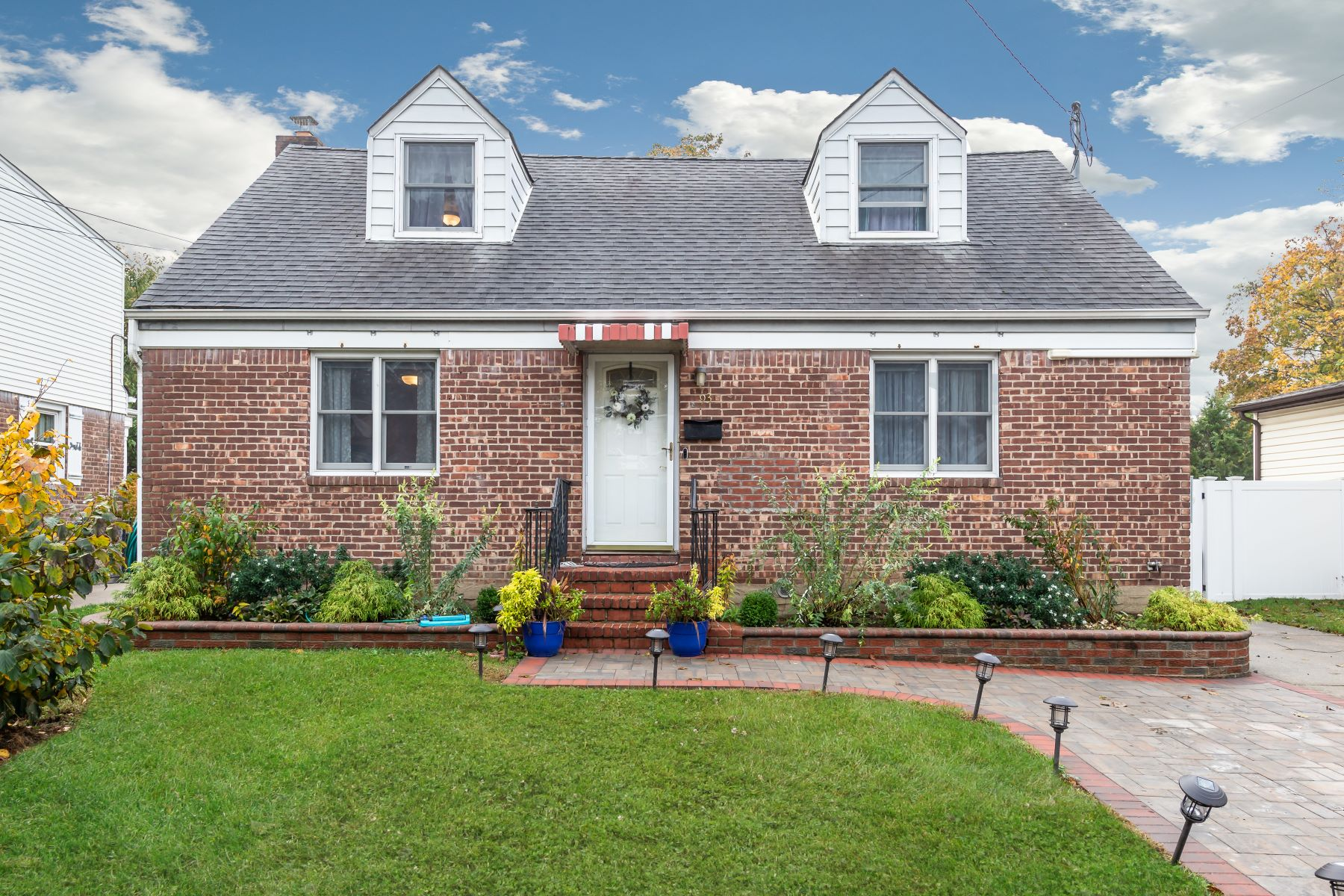 Single Family Homes for Sale at Carle Place 93 Roosevelt Court Carle Place, New York 11514 United States