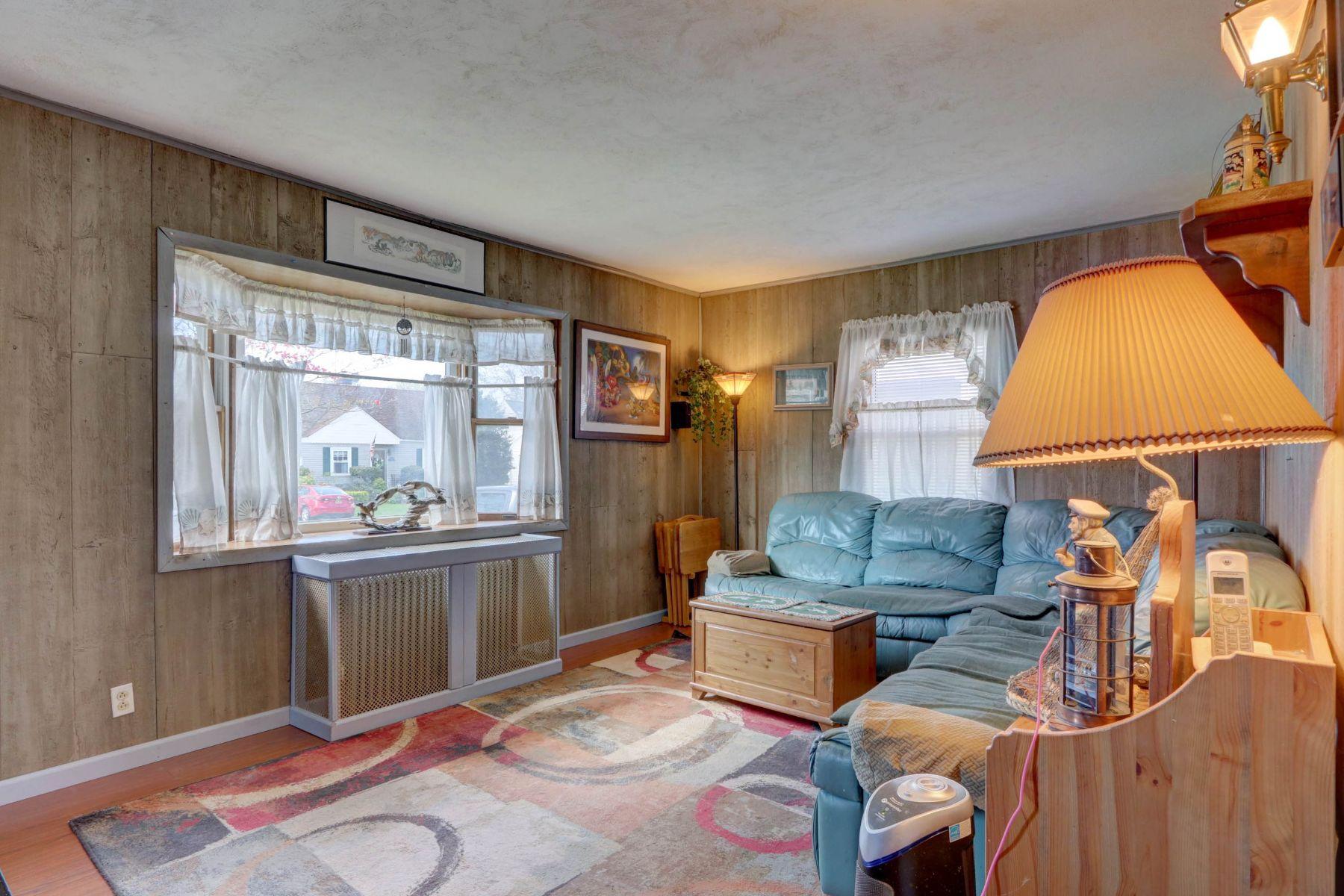 Single Family Homes für Verkauf beim E. Rockaway 22 Yarmouth Rd, East Rockaway, New York 11518 Vereinigte Staaten