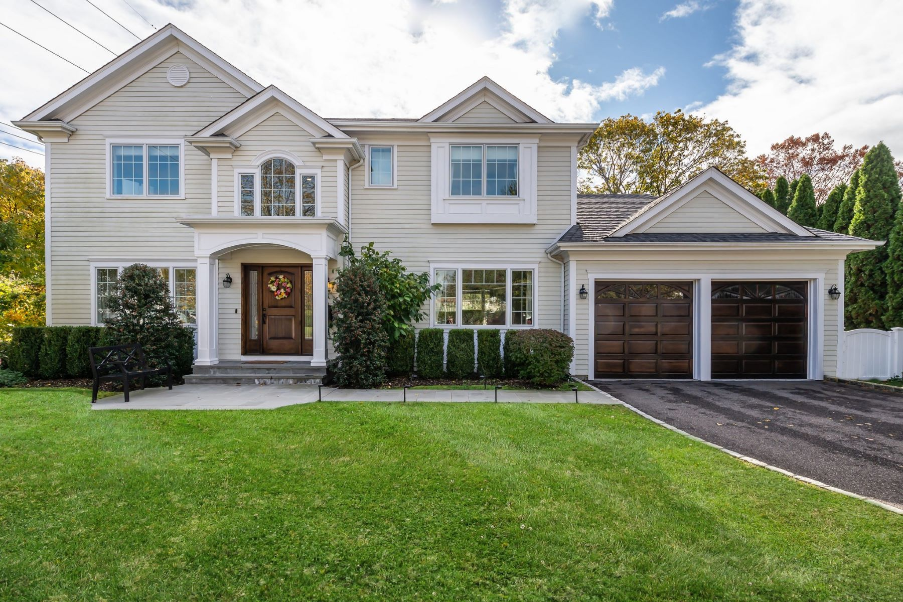Single Family Homes for Sale at Syosset 1 East St Syosset, New York 11791 United States