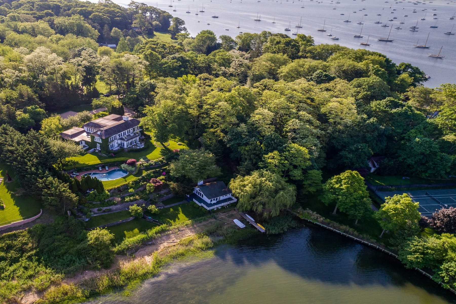 Single Family Homes for Active at 536 Centre Island Rd Centre Island, New York 11771 United States