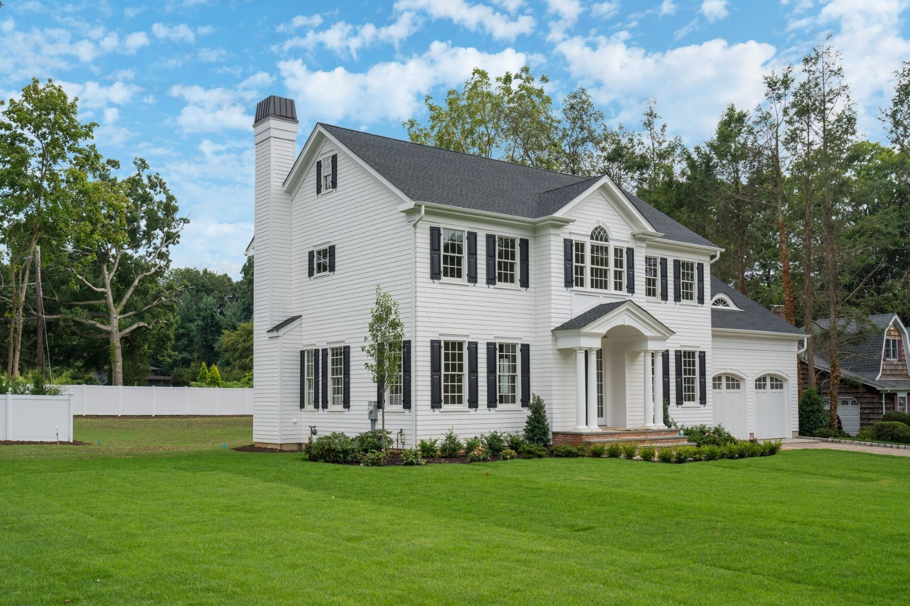 Single Family Homes for Sale at Cold Spring Hrbr 4 Meadowfarm Ln Cold Spring Harbor, New York 11724 United States