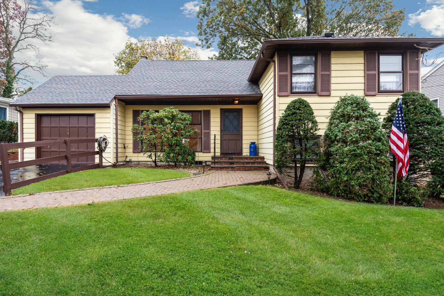 Single Family Homes for Sale at Bayville 14 University Rd Bayville, New York 11709 United States