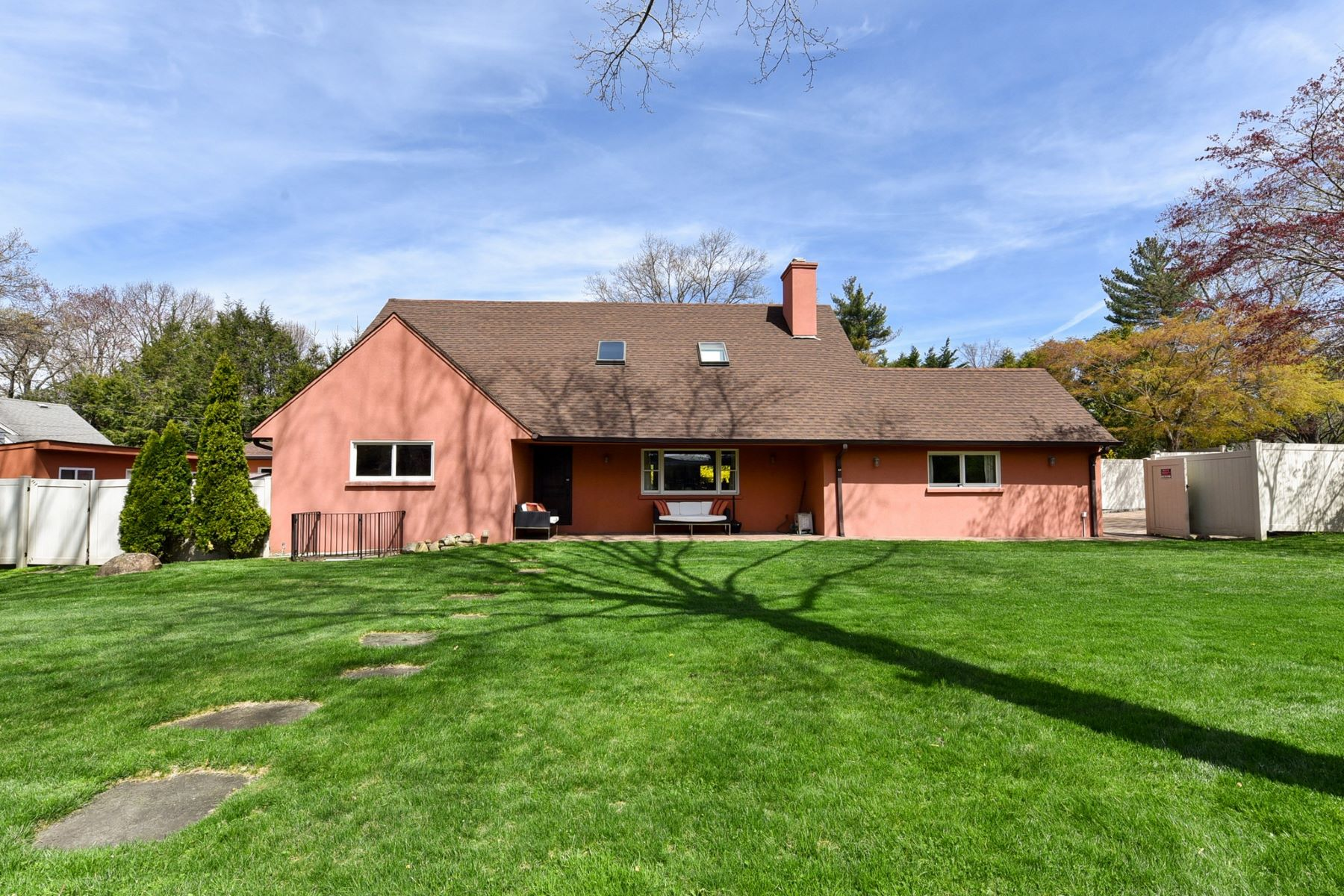 Single Family Homes för Försäljning vid Glen Cove 35 Highland Rd, Glen Cove, New York 11542 Förenta staterna