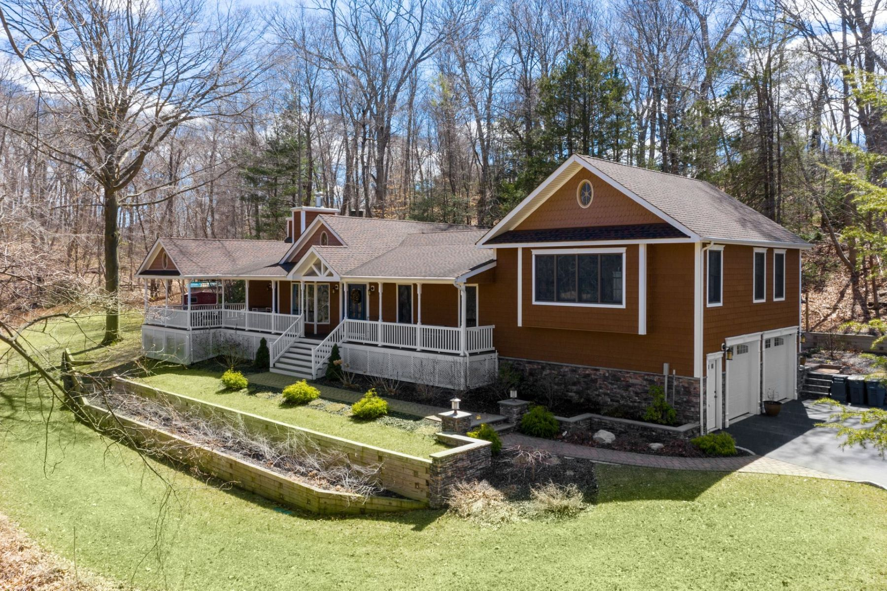 Single Family Homes 為 出售 在 Smithtown 149 Oakside Dr, Smithtown, 纽约 11787 美國
