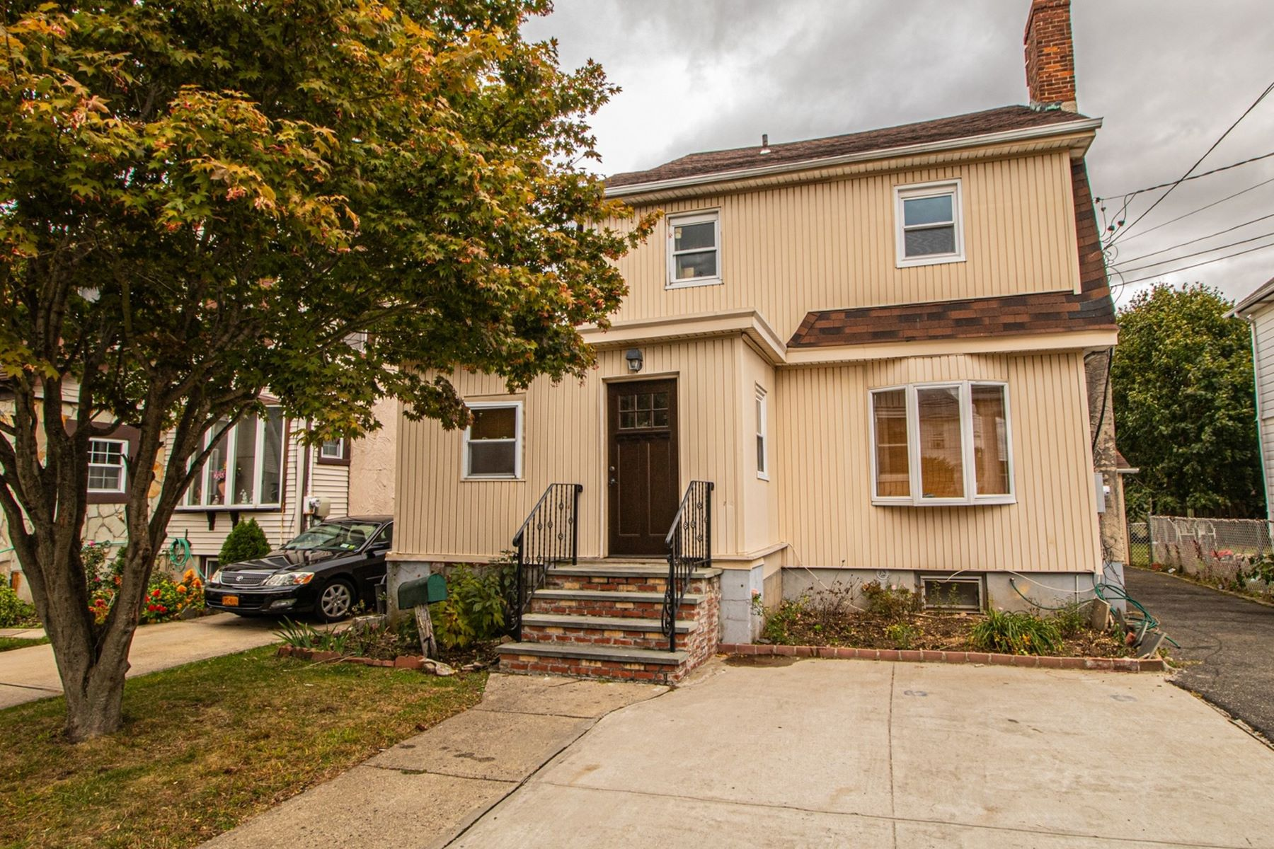 Single Family Homes por un Venta en Hempstead 74 Florence Avenue Hempstead, Nueva York 11550 Estados Unidos