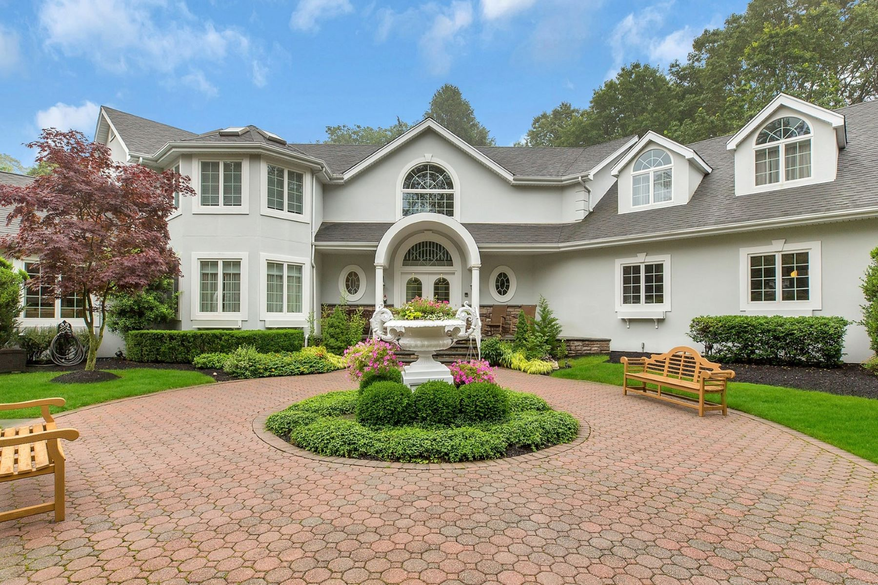 Single Family Homes for Sale at Dix Hills 272 Half Hollow Rd Dix Hills, New York 11746 United States