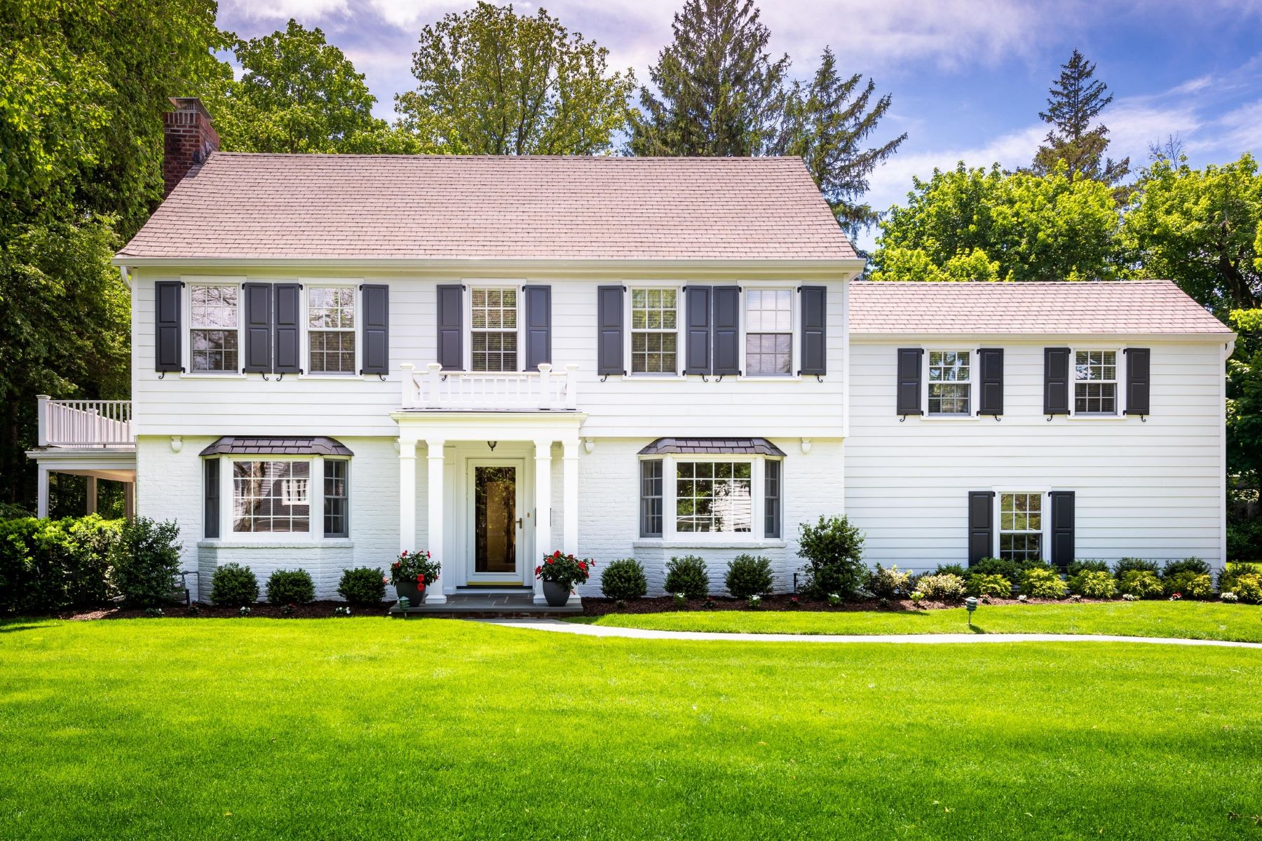 Single Family Homes for Active at Manhasset 36 Valley Road Manhasset, New York 11030 United States