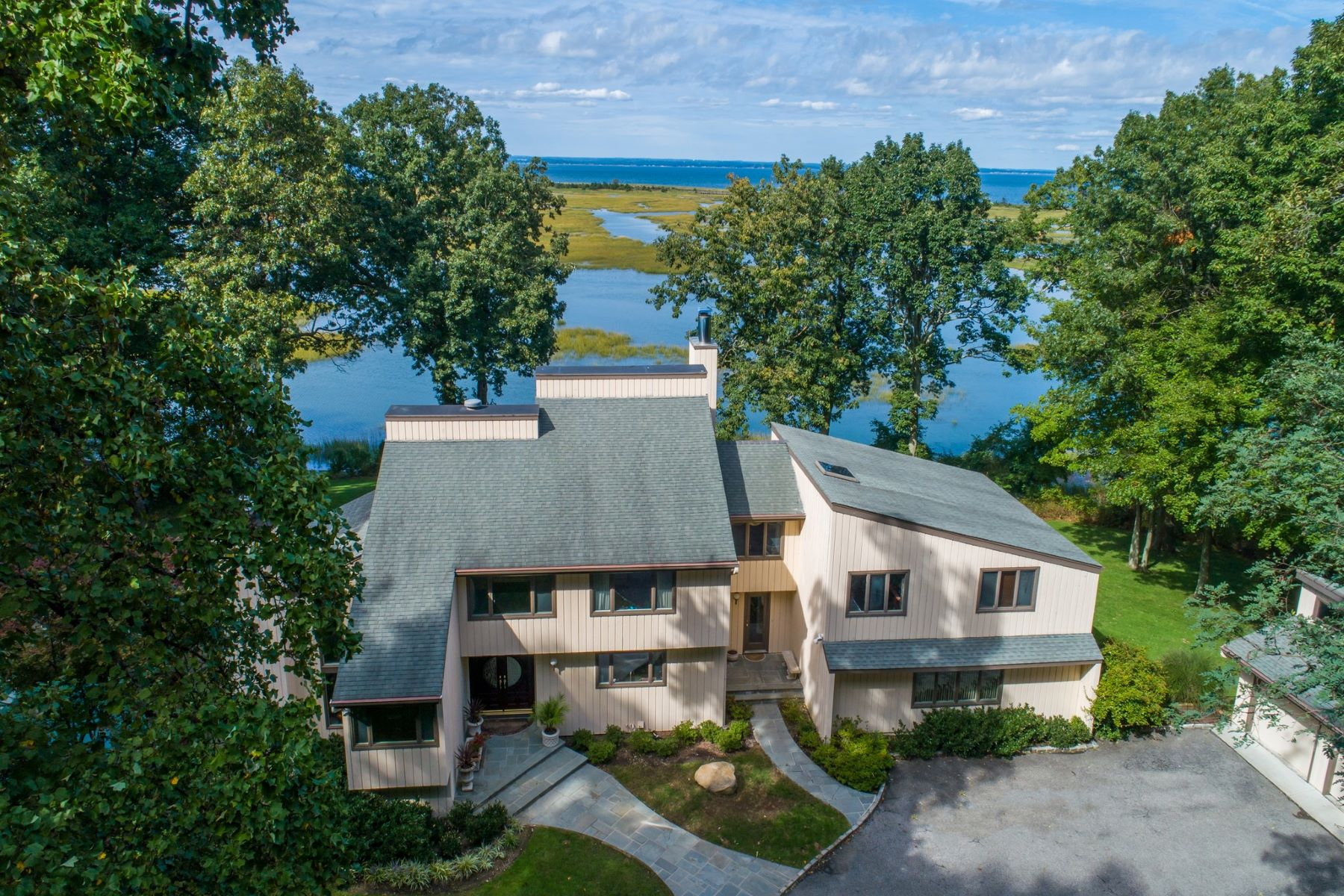 Single Family Homes for Sale at Lloyd Neck 28 Lloyd Point Dr Lloyd Neck, New York 11743 United States