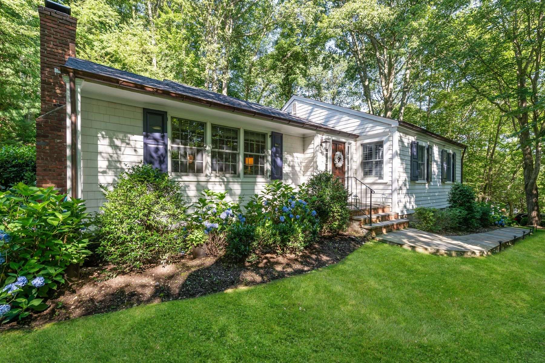 Single Family Homes for Sale at Cold Spring Hrbr 44 Turkey Ln Cold Spring Harbor, New York 11724 United States