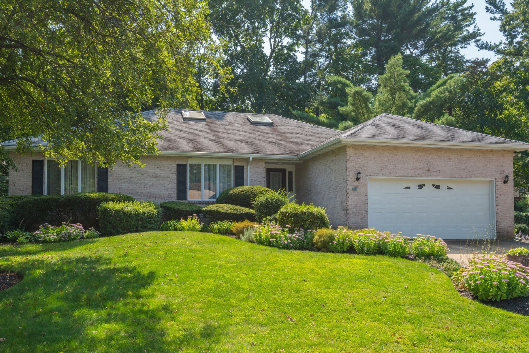 Single Family Homes for Active at Bayville 14 S Oak Point Dr Bayville, New York 11709 United States