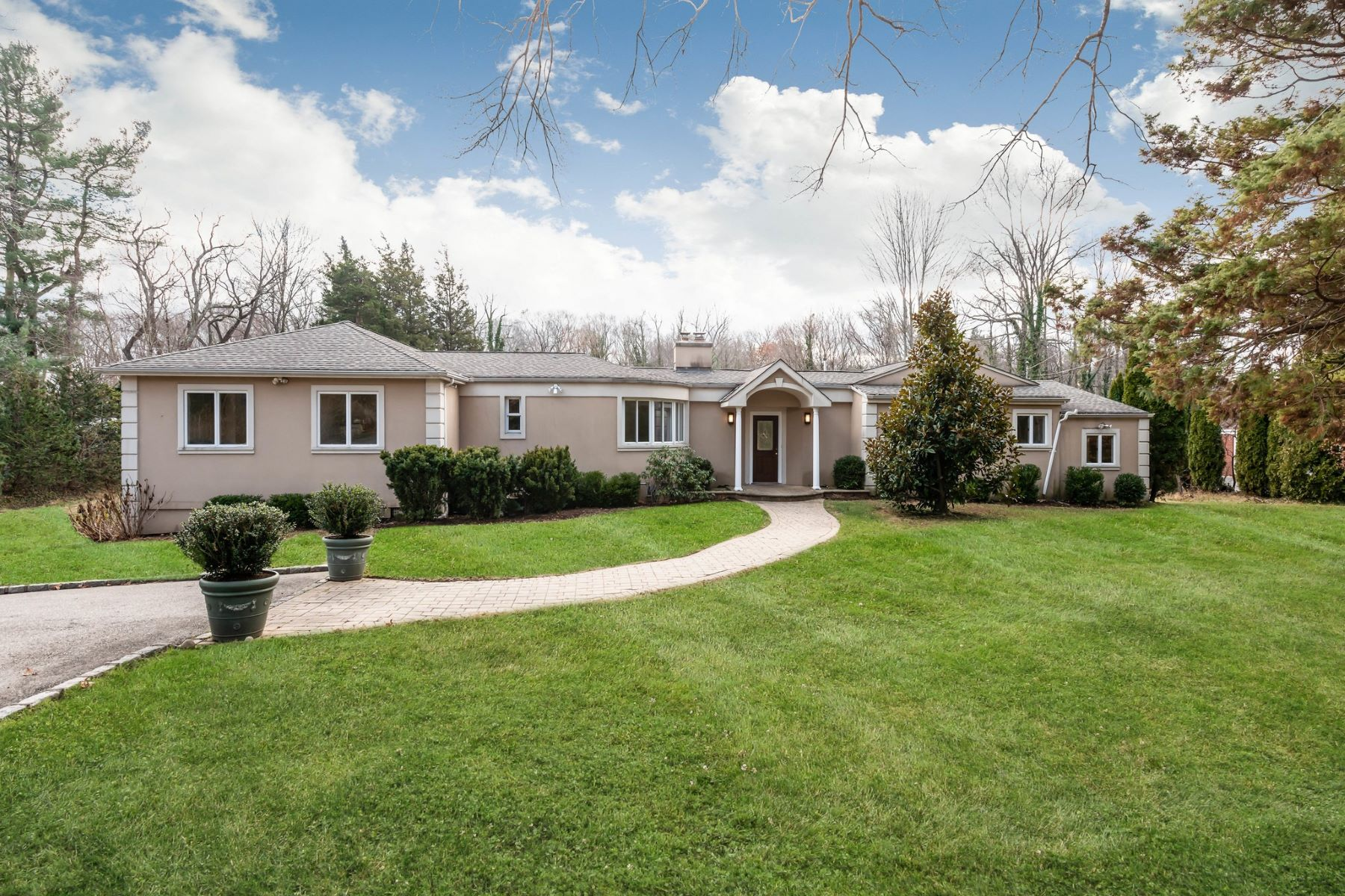 Single Family Homes for Active at Cold Spring Hrbr 82 Huntington Rd Cold Spring Harbor, New York 11724 United States