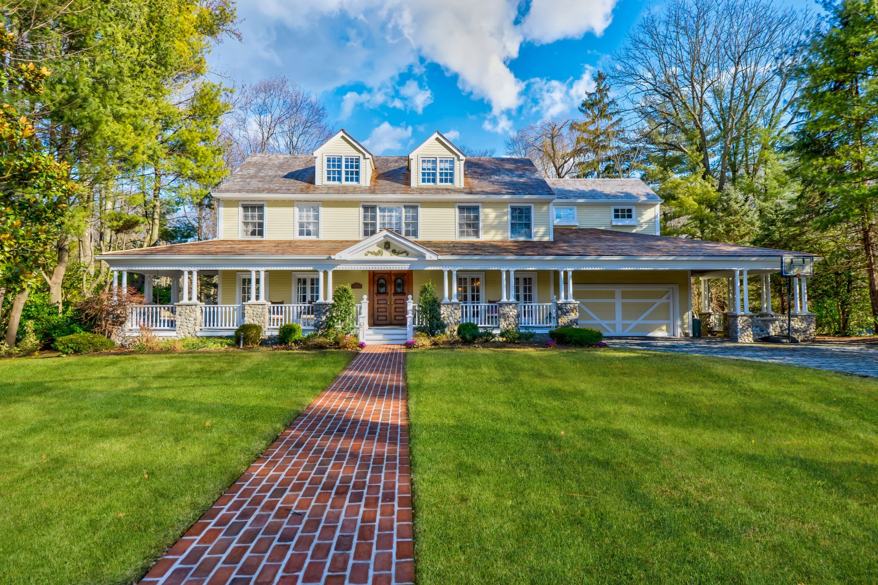 Single Family Homes for Active at Manhasset 88 Brookside Dr Manhasset, New York 11030 United States