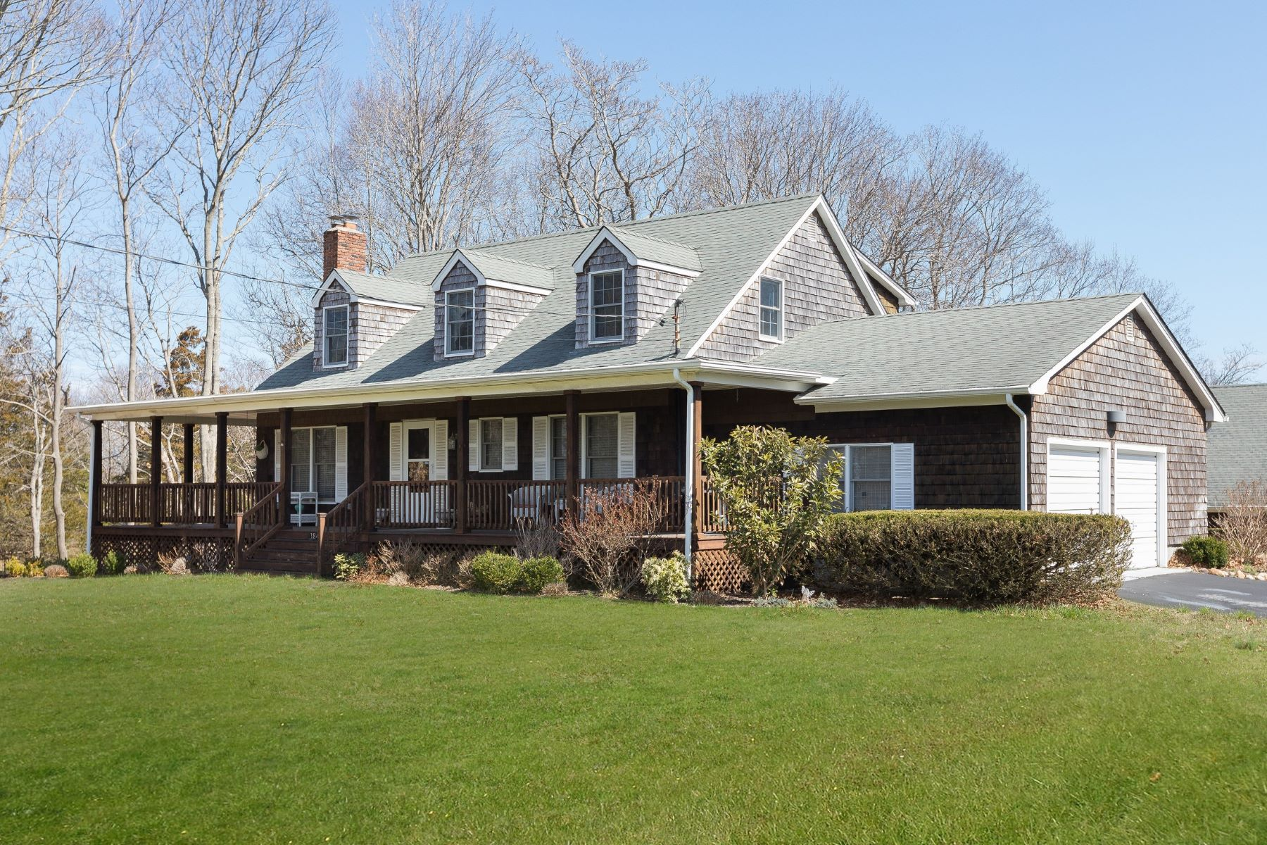 Single Family Homes for Sale at Aquebogue 184 Phillips Ln Aquebogue, New York 11931 United States