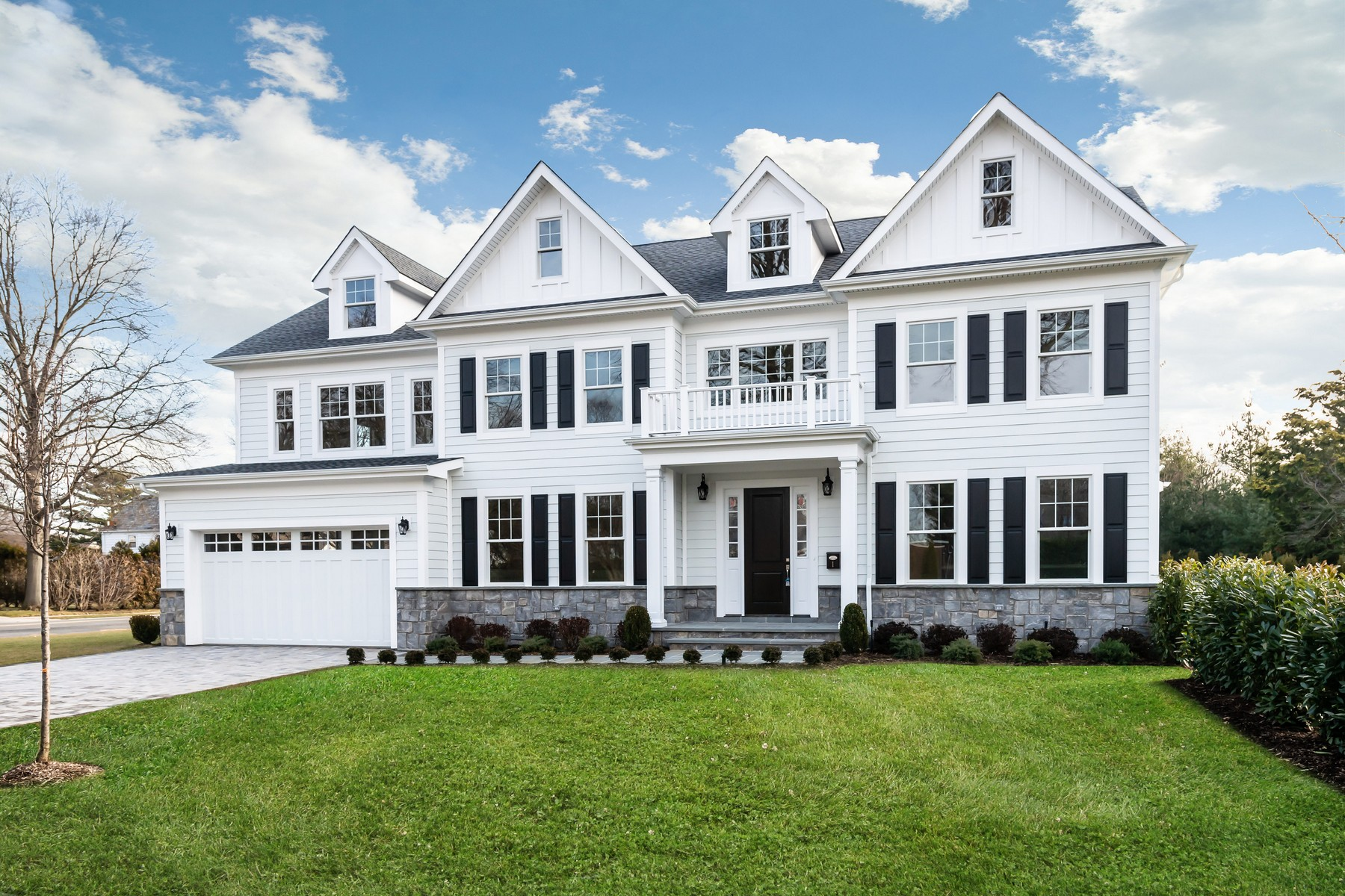 Single Family Homes por un Venta en Garden City 1 Kensington Court Garden City, Nueva York 11530 Estados Unidos