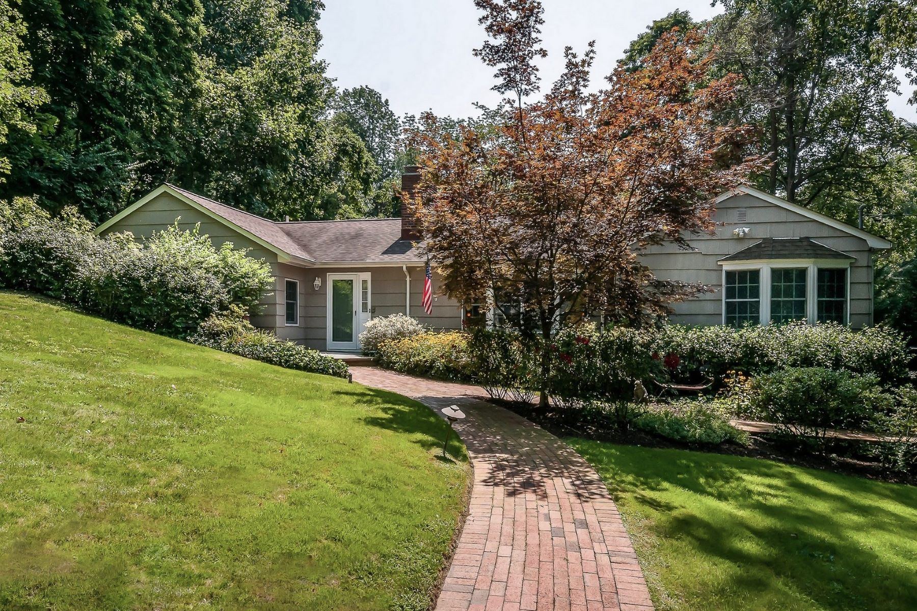 Single Family Homes for Active at Roslyn Estates 1 Hickory Hill Roslyn Estates, New York 11576 United States