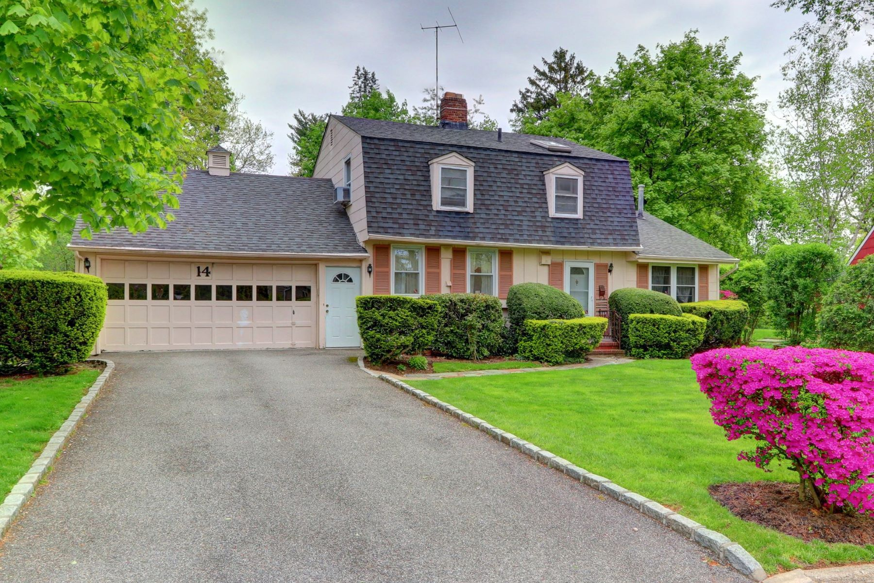 Single Family Homes för Försäljning vid Roslyn Heights 14 Pinetree Ln, Roslyn Heights, New York 11577 Förenta staterna
