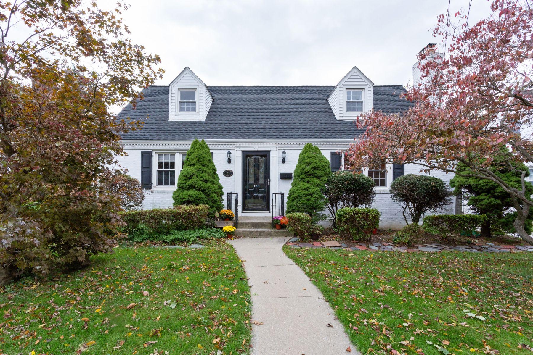 Single Family Homes für Verkauf beim Malverne 126 Utterby Rd, Malverne, New York 11565 Vereinigte Staaten