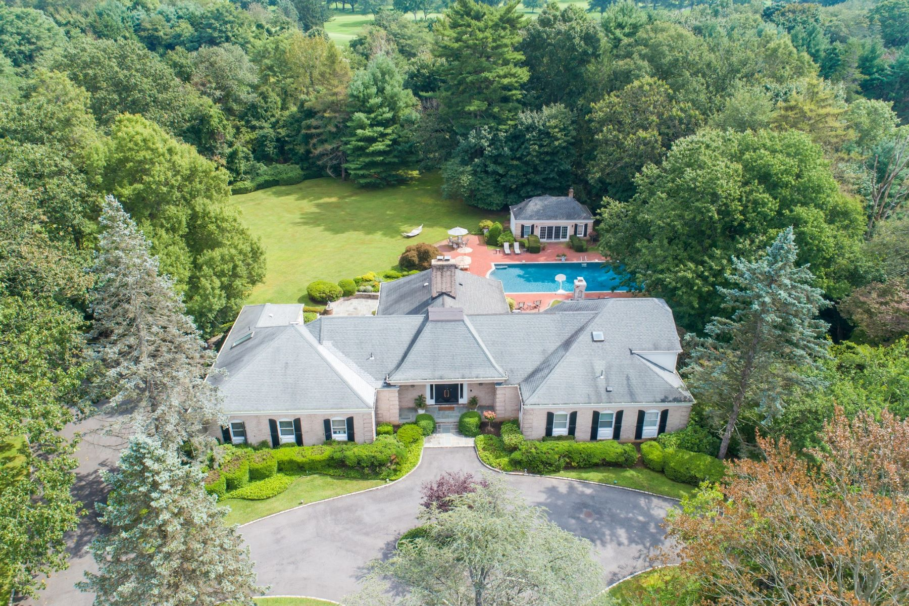 Single Family Homes for Sale at Old Westbury 31 Applegreen Drive Old Westbury, New York 11568 United States