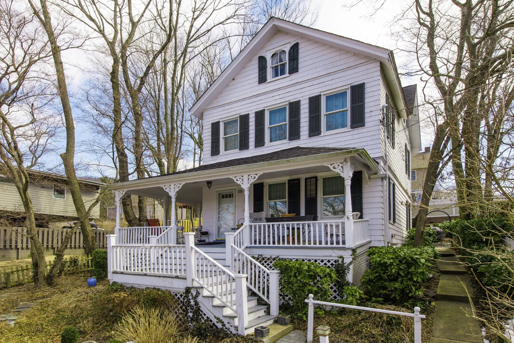 Single Family Homes for Sale at Roslyn Harbor 54 Bryant Ave Roslyn Harbor, New York 11576 United States