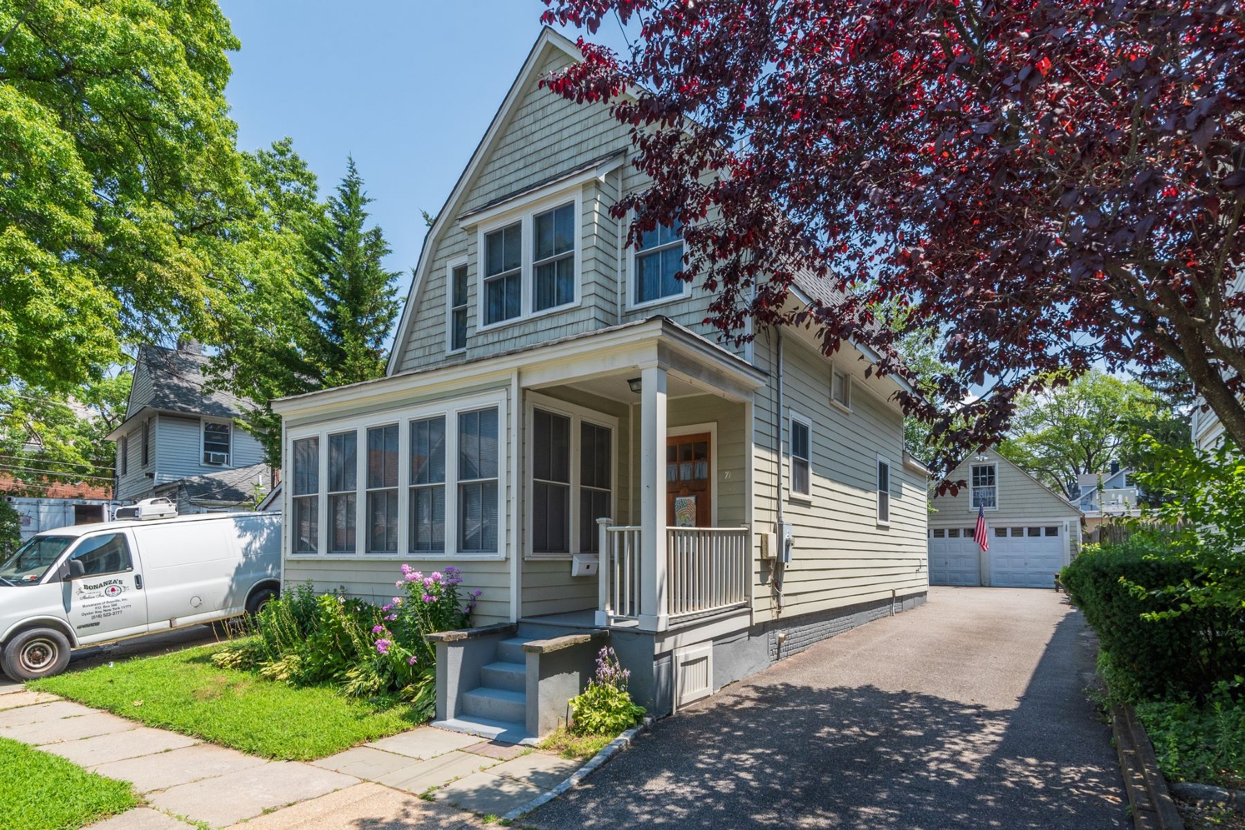 Single Family Homes 為 出售 在 Oyster Bay 71 Maxwell Ave, Oyster Bay, 纽约 11771 美國