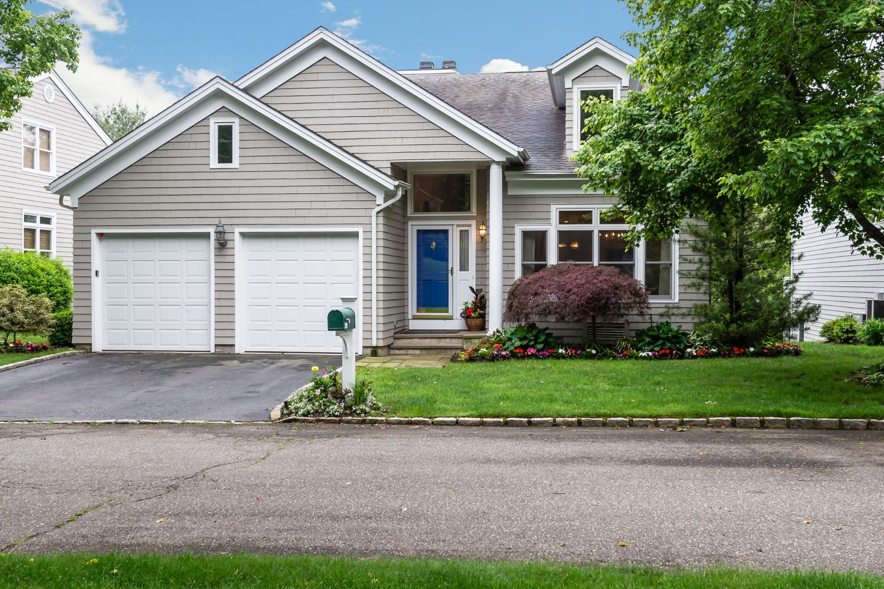 Single Family Homes for Active at Oyster Bay 29 Fieldstone Ln Oyster Bay, New York 11771 United States