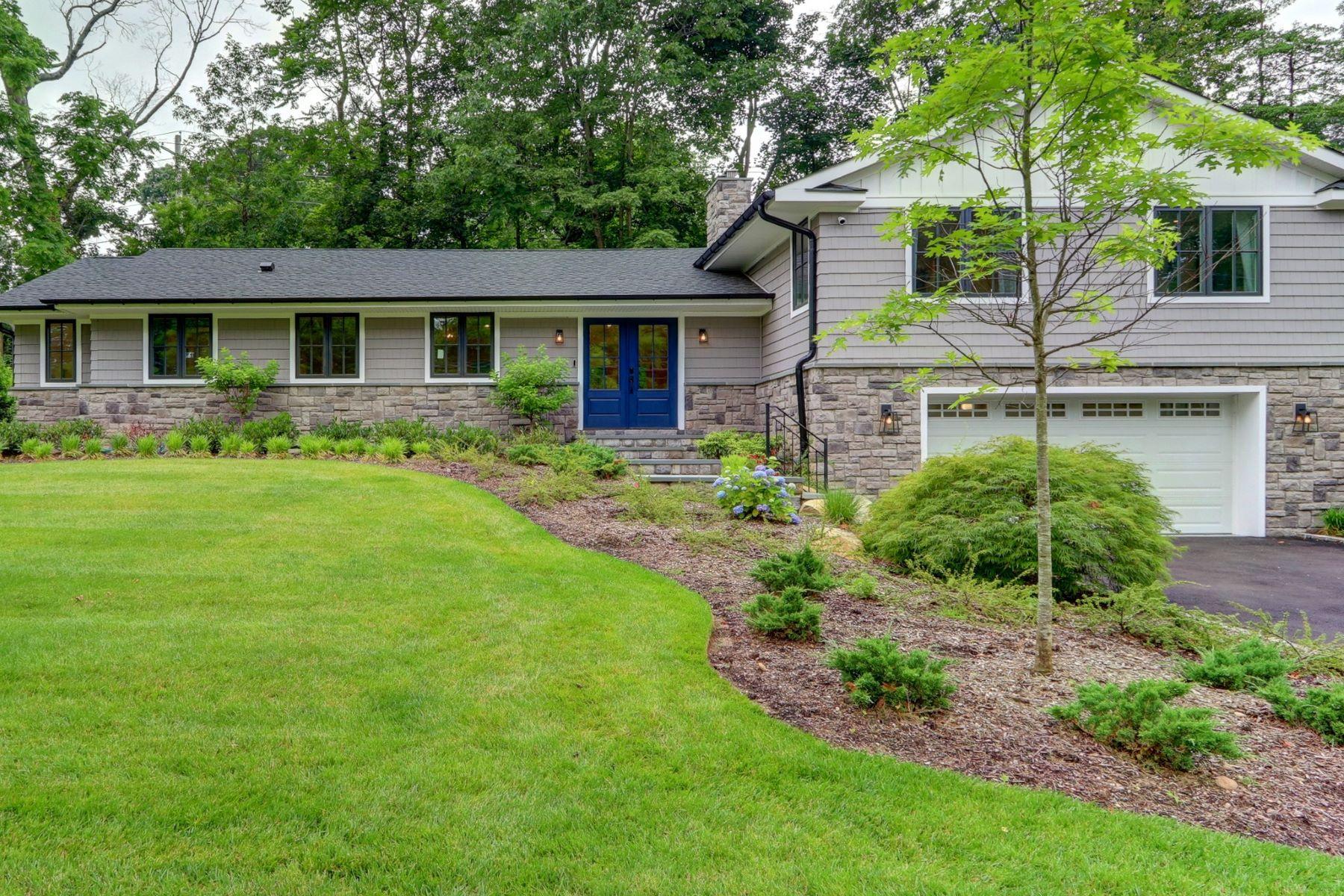 Single Family Homes för Försäljning vid Roslyn Estates 10 The Hemlocks, Roslyn Estates, New York 11576 Förenta staterna