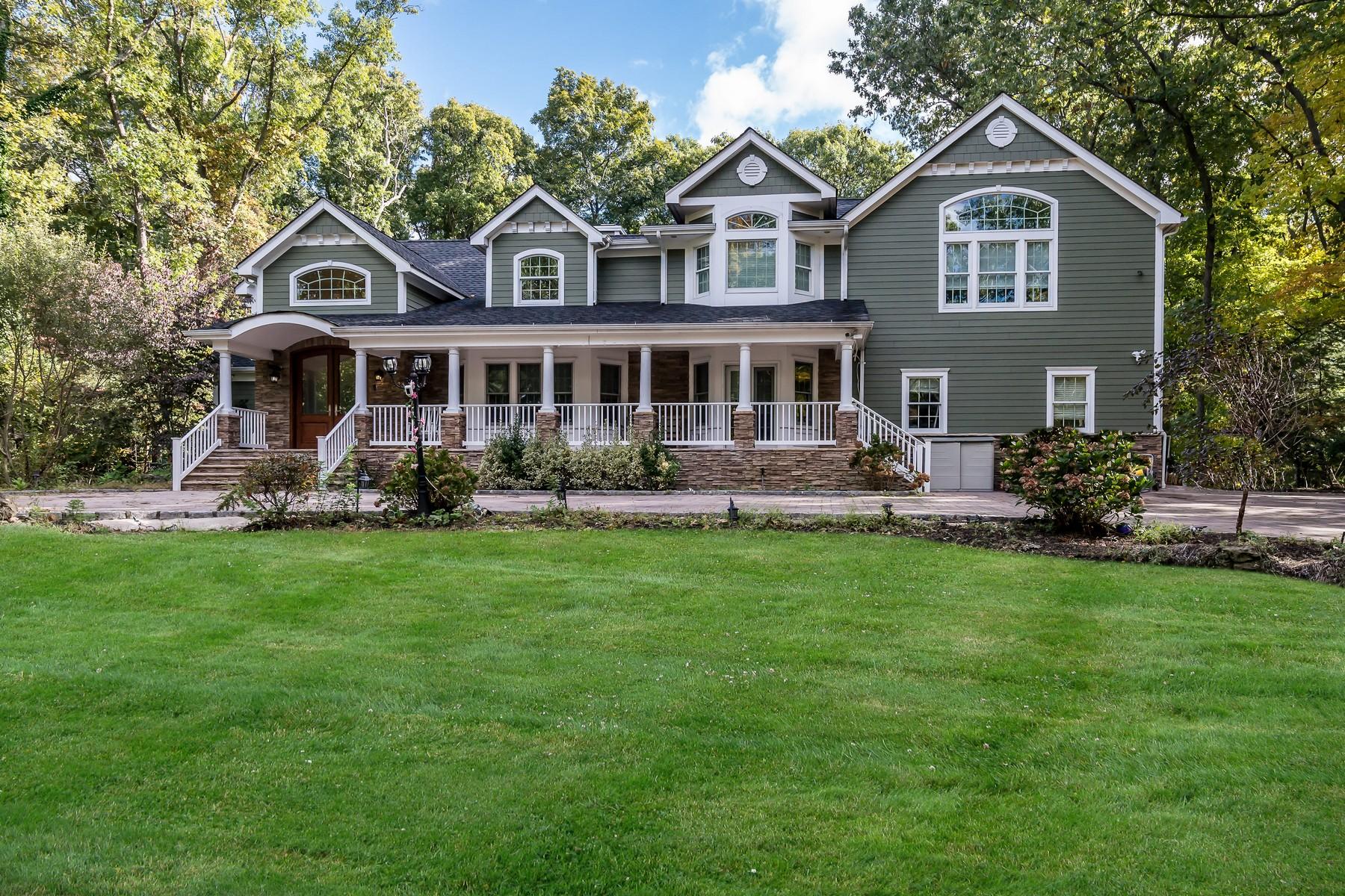 Single Family Homes para Venda às Melville 23 Barrington Pl, Melville, Nova York 11747 Estados Unidos