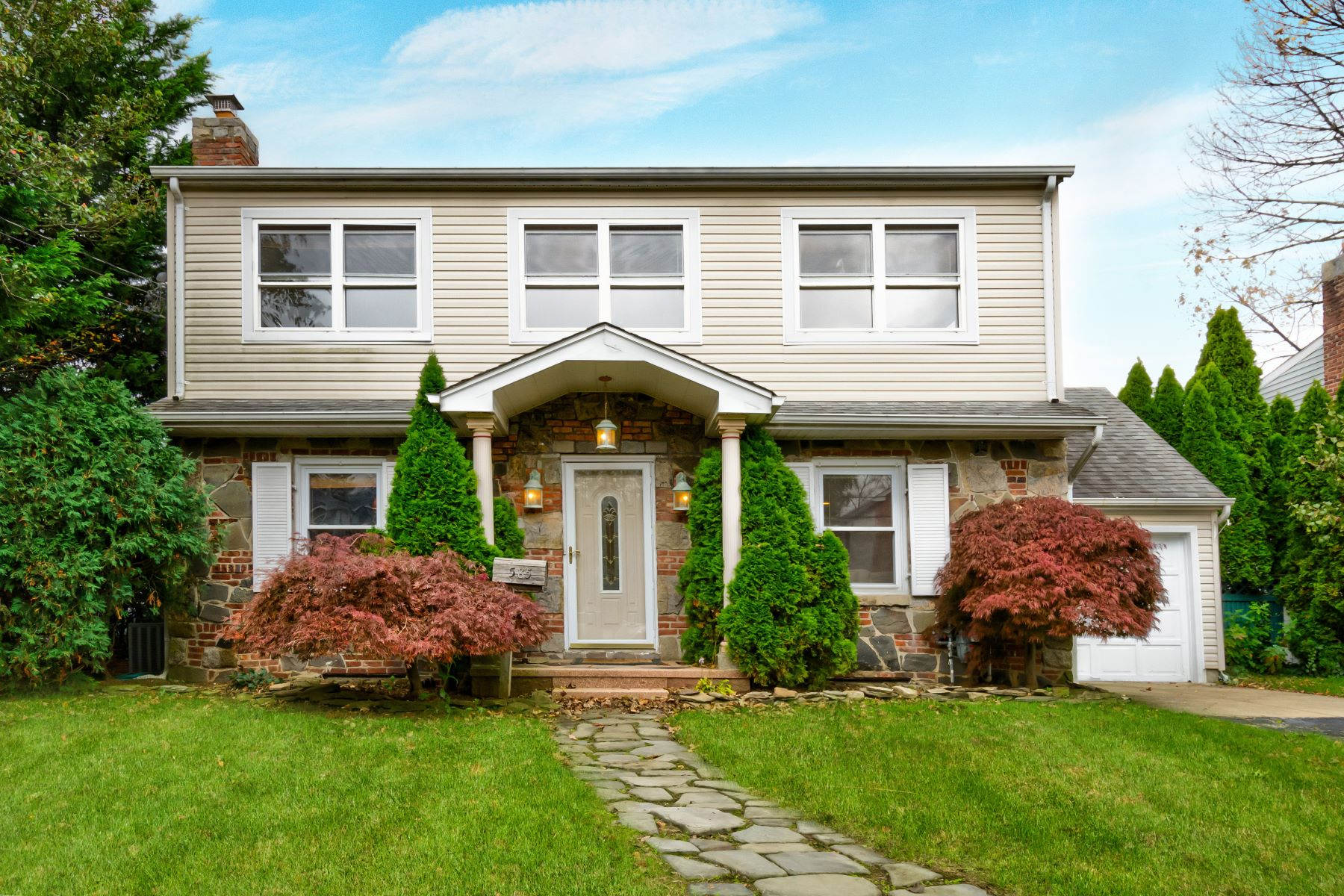 Single Family Homes for Sale at Williston Park 585 Foch Blvd Williston Park, New York 11596 United States