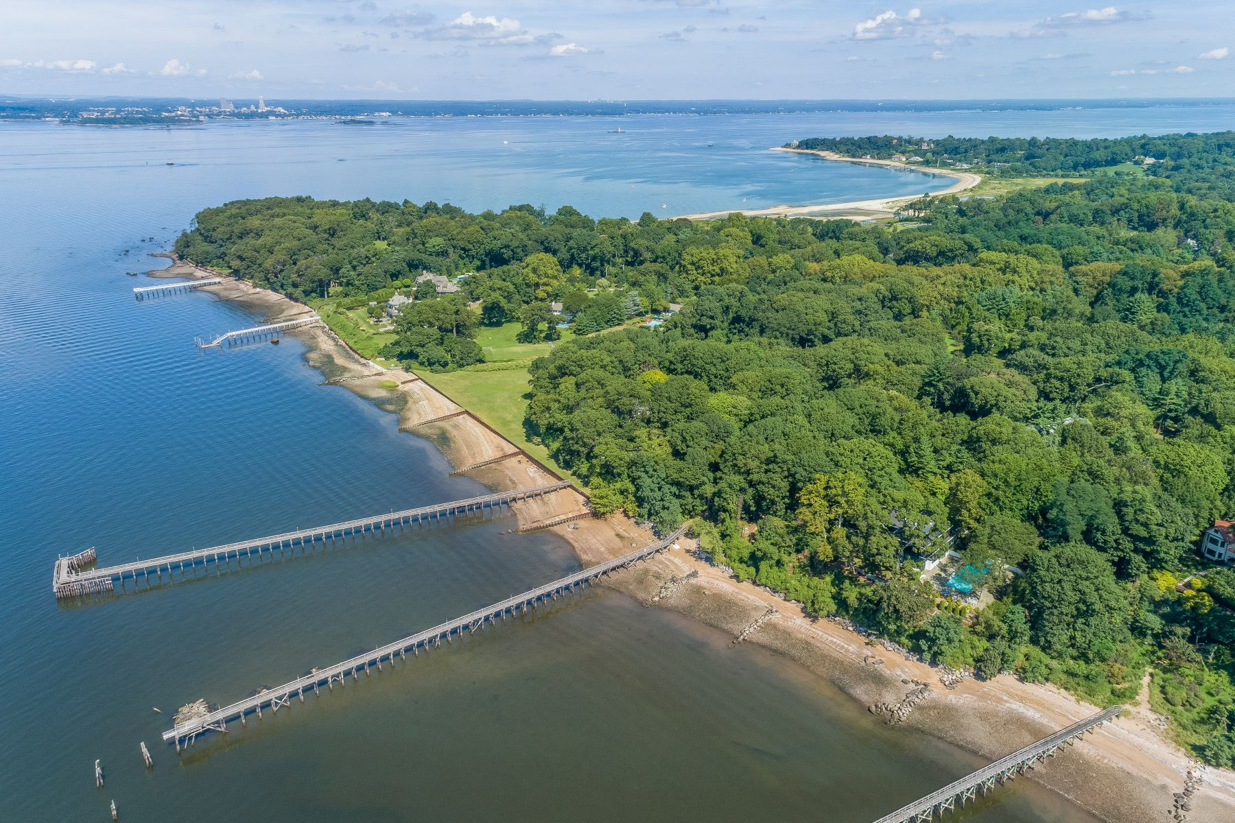 Single Family Homes pour l Vente à Sands Point 18 Hicks Lane, Sands Point, New York 11050 États-Unis