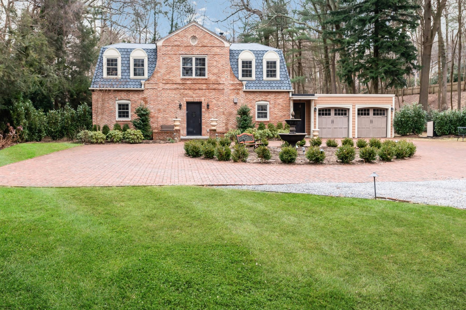 Single Family Homes for Active at Syosset 11 Pine Rd Syosset, New York 11791 United States