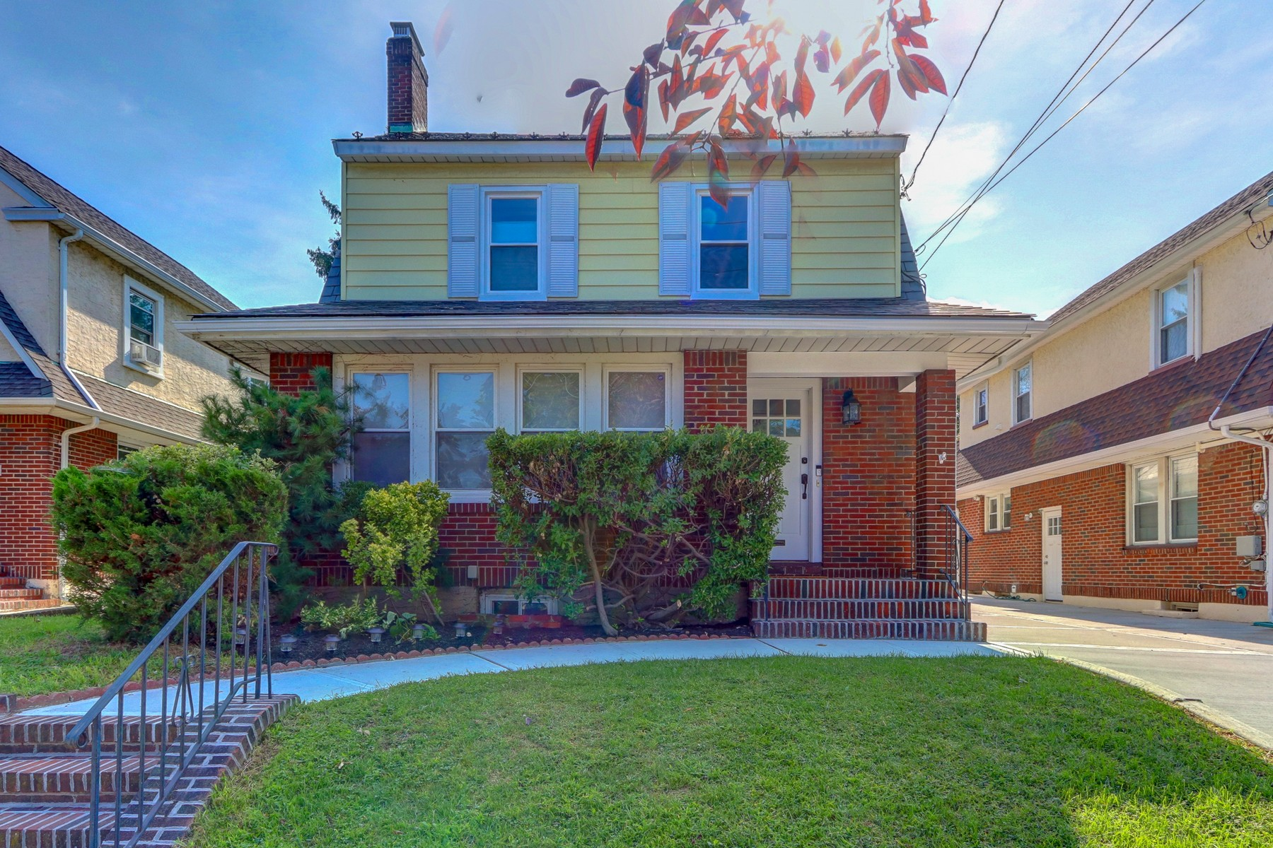 Single Family Homes for Sale at Floral Park 311 Plainfield Ave Floral Park, New York 11001 United States