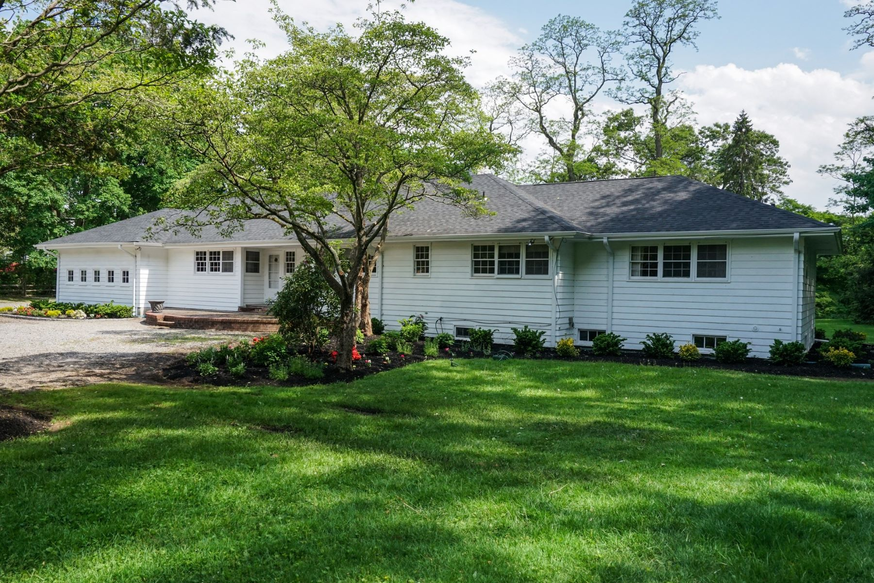 Single Family Homes for Sale at Lattingtown 156 Feeks Lane Lattingtown, New York 11560 United States