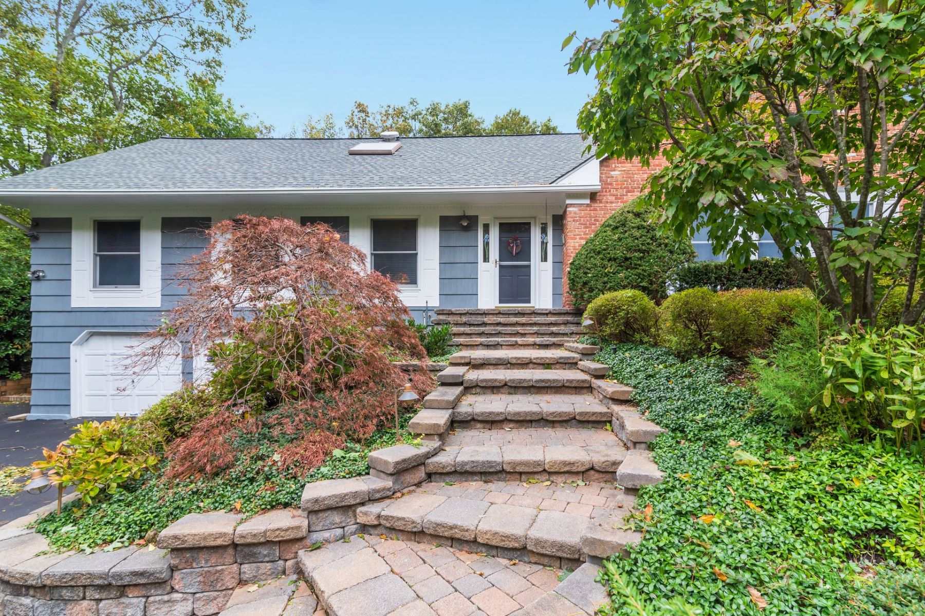 Single Family Homes for Sale at Cold Spring Hrbr 8 Thicket Dr Cold Spring Harbor, New York 11724 United States