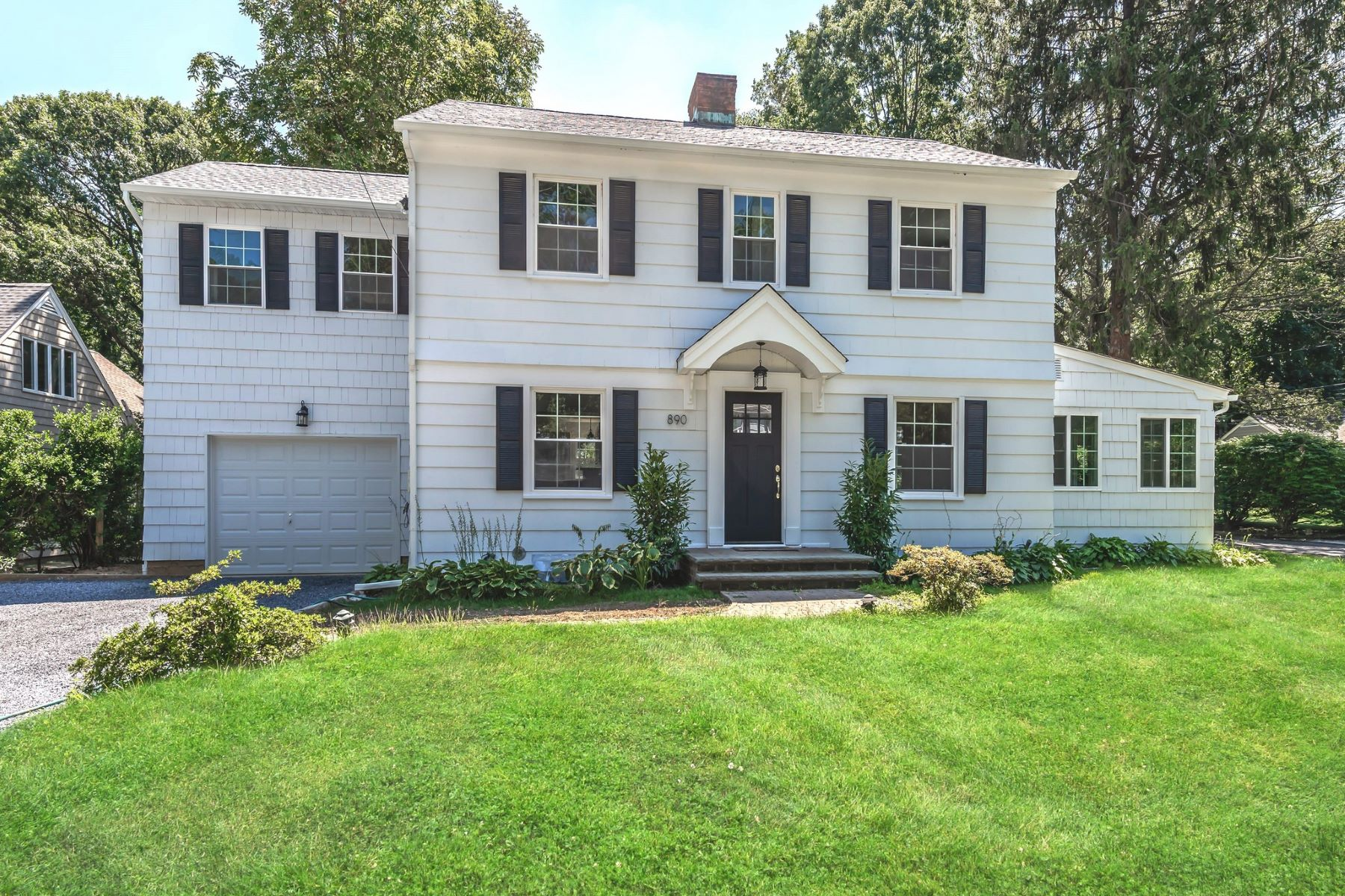 Single Family Homes for Sale at Oyster Bay 890 Hilltop Road Oyster Bay, New York 11771 United States